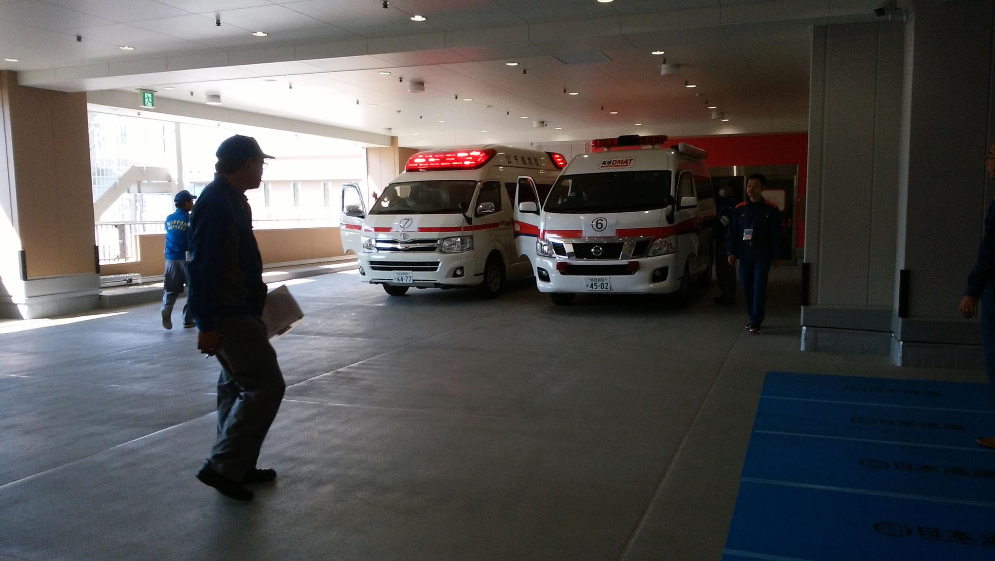 新病院へ到着したDAMTカーとドクターカー
