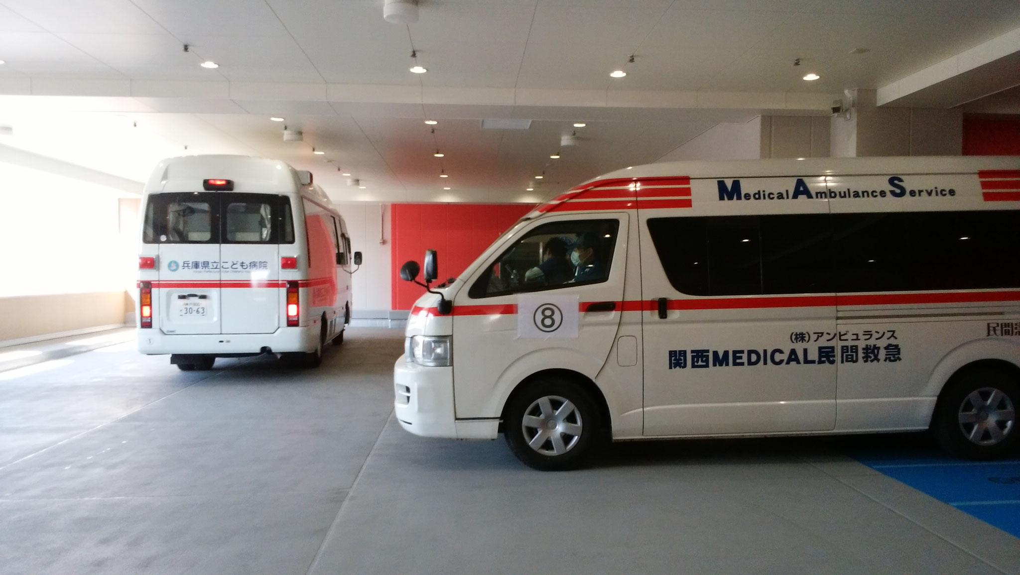 新病院へ到着した民間メディカル搬送車