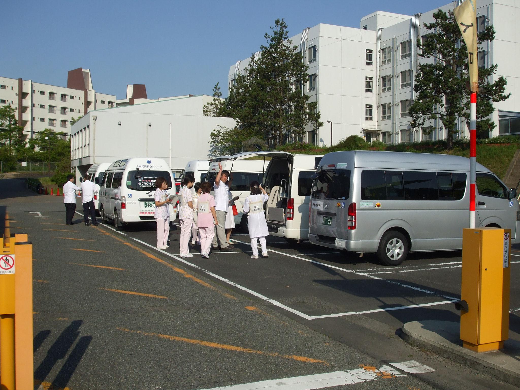 兵庫県立こども病院へ民間救急認定車両12台が集合