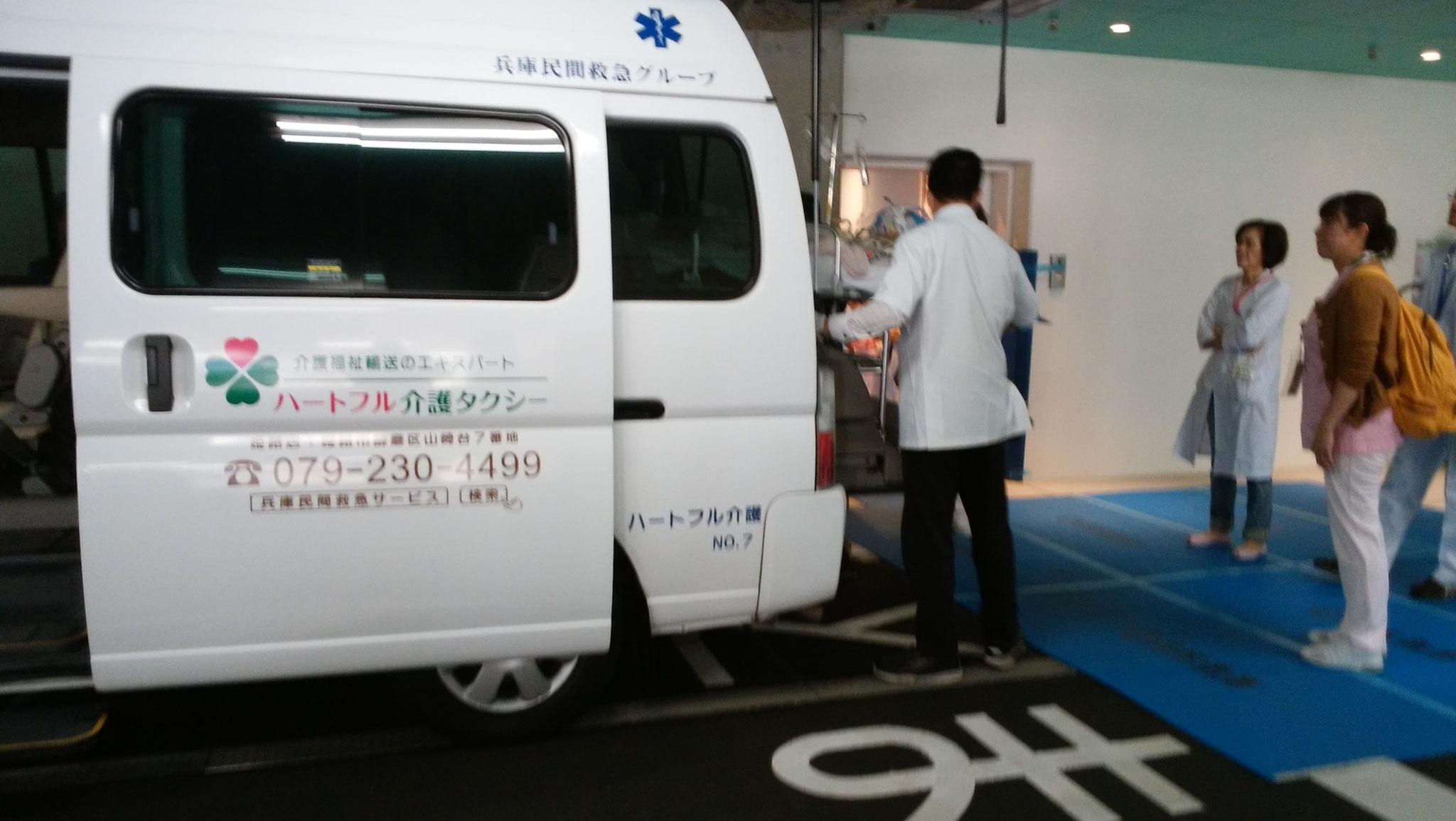 新病院へ到着した弊社の搬送車