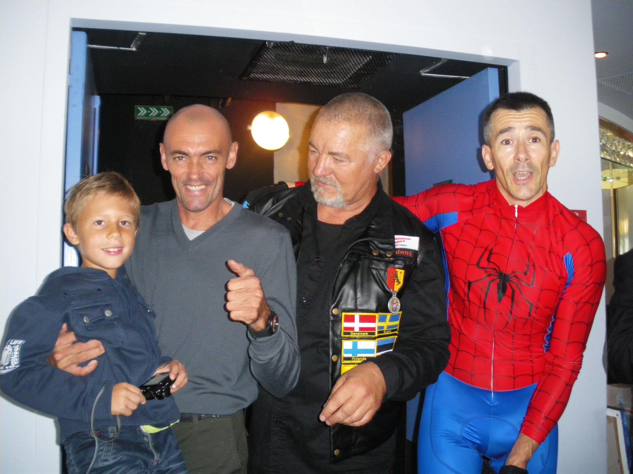 Avec Malo un enfant porteur d'un NAEVUS GEANT et mon ami Didier NAVARO (chp du monde de Jet Ski)