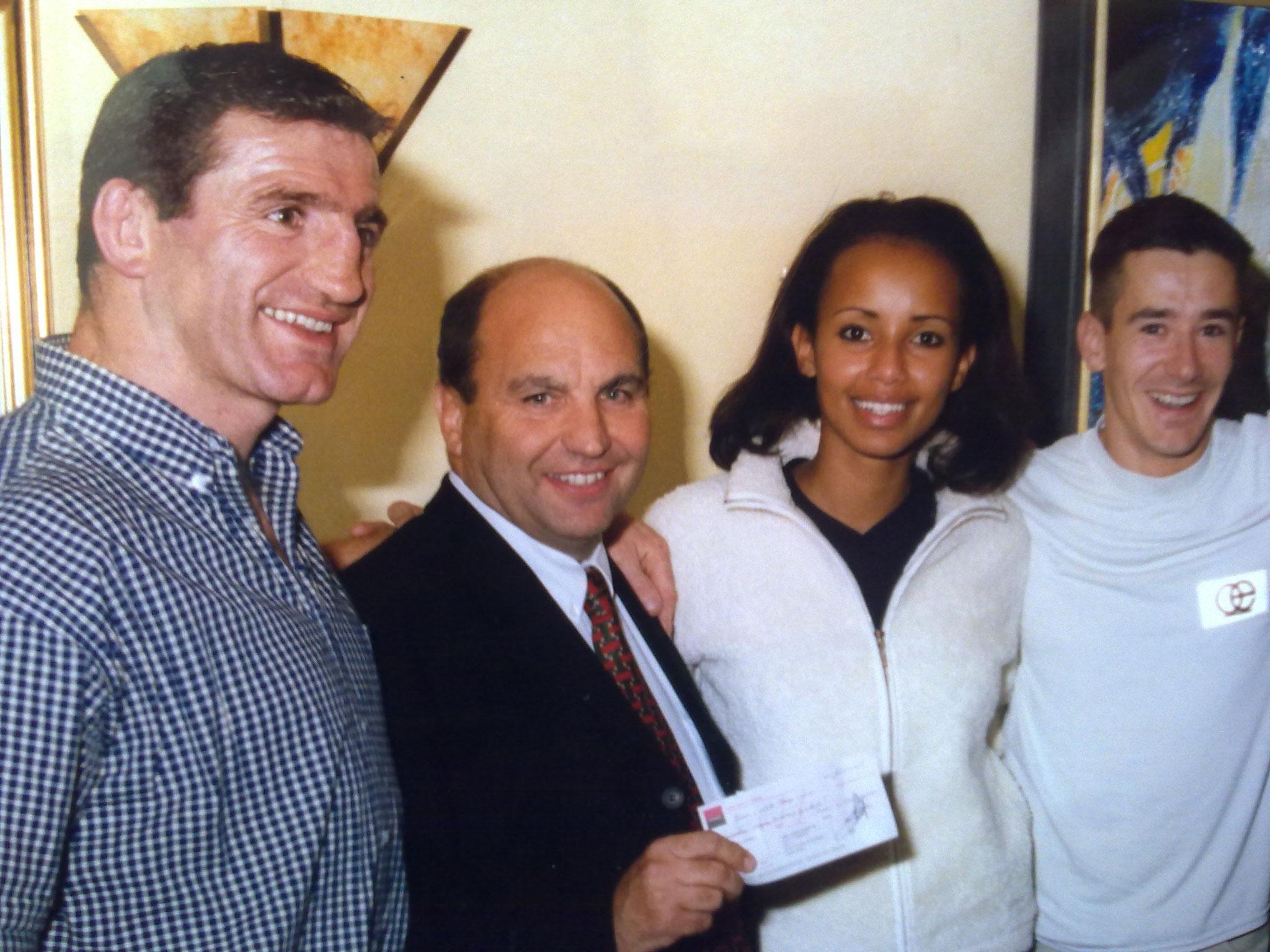 Avec Louisou et Sonia ROLLAND à Bercy après le record du monde de l'heure pour soutenir Naevus 2000