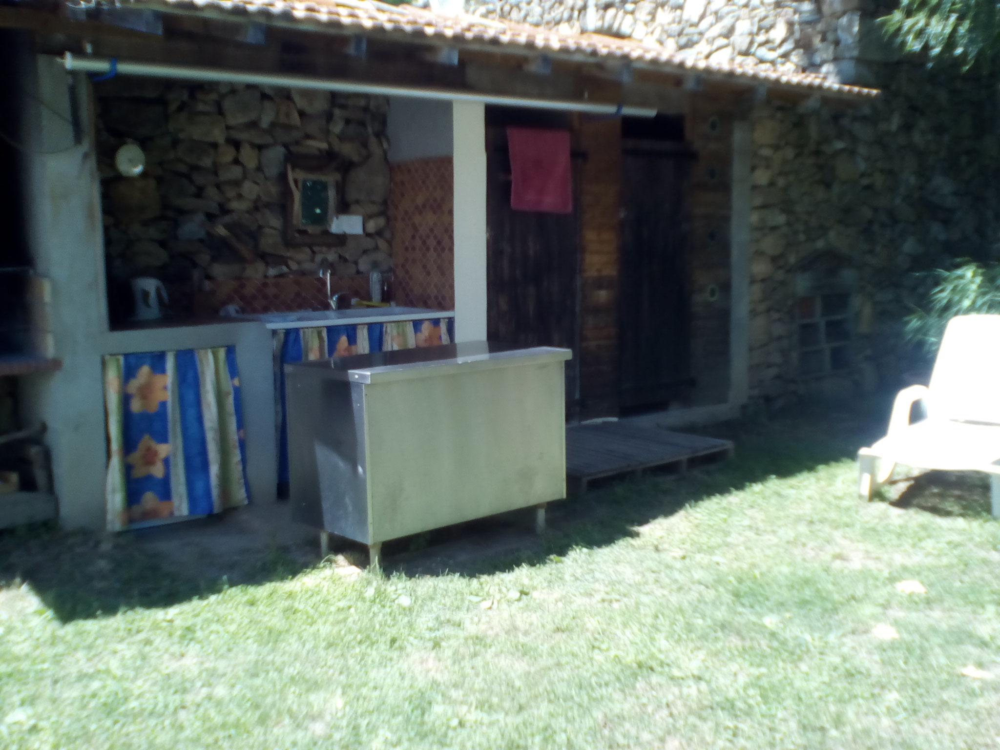 cuisine extérieure et sanitaire