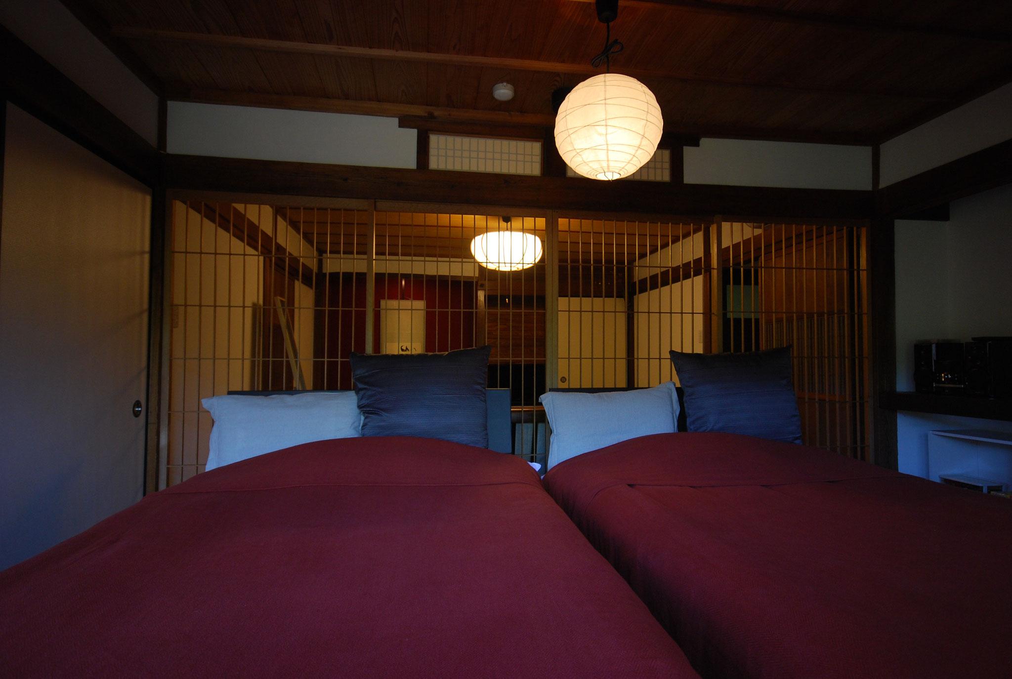 陽の間(旧和室)ベッドルーム