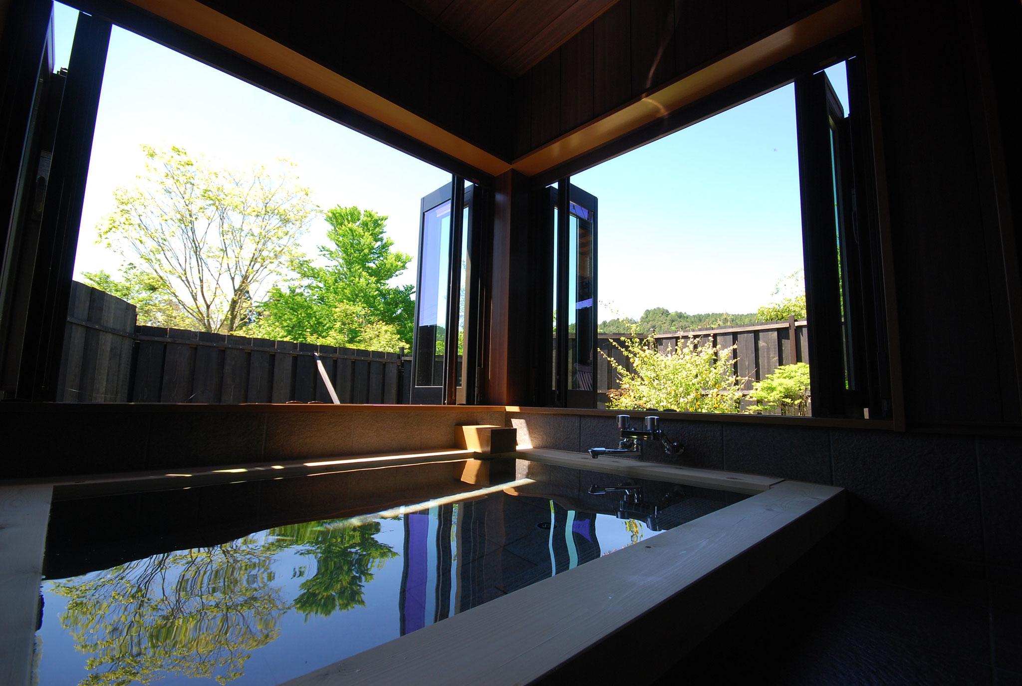 陽(ひなた)の間(旧和室)専用半露天風呂
