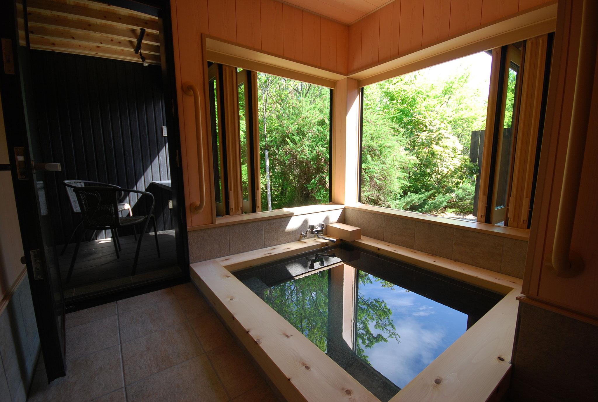 静(しずか)の間(旧和洋室)専用半露天風呂