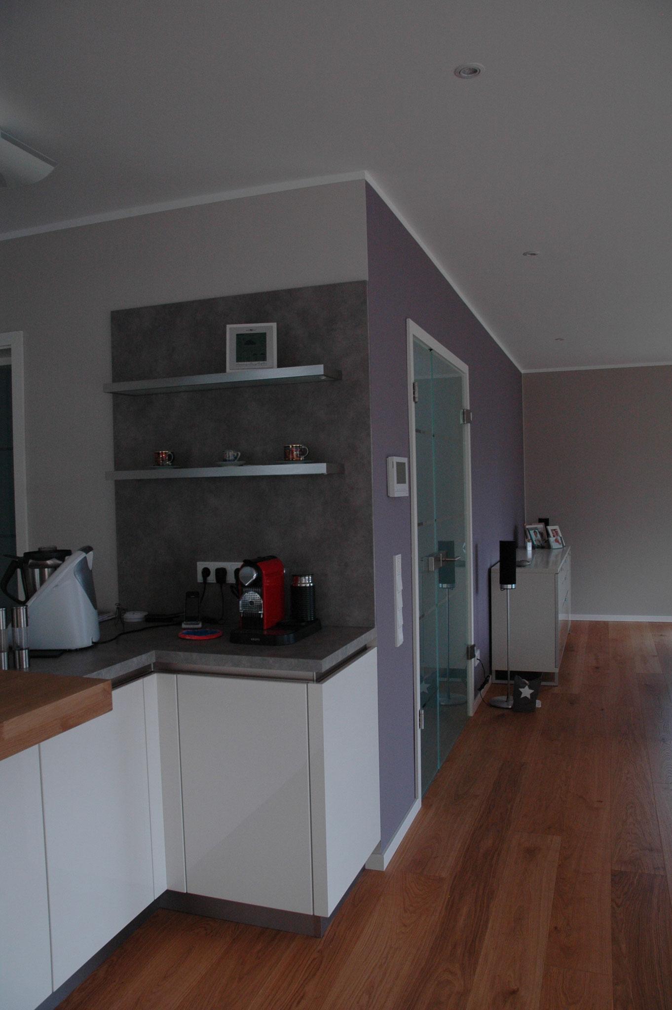 Küche + Wohnraum Wandgestaltung mit  Farbe Brassica  und Elephant`s Breath