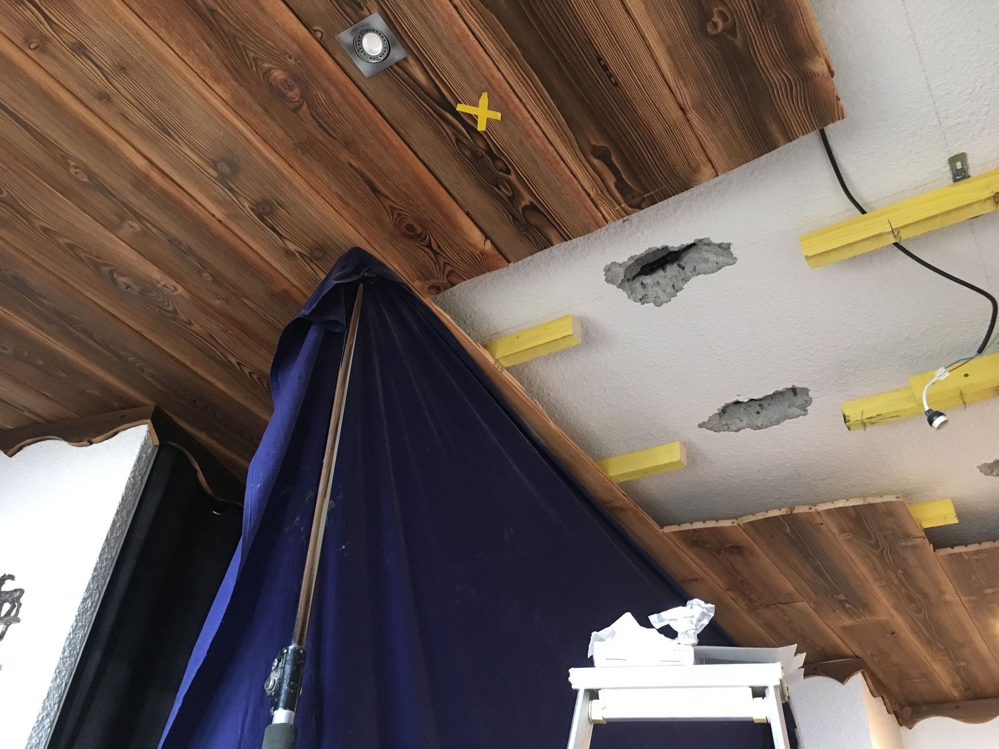 Réparation d'un défaut localisé sous faux plafond