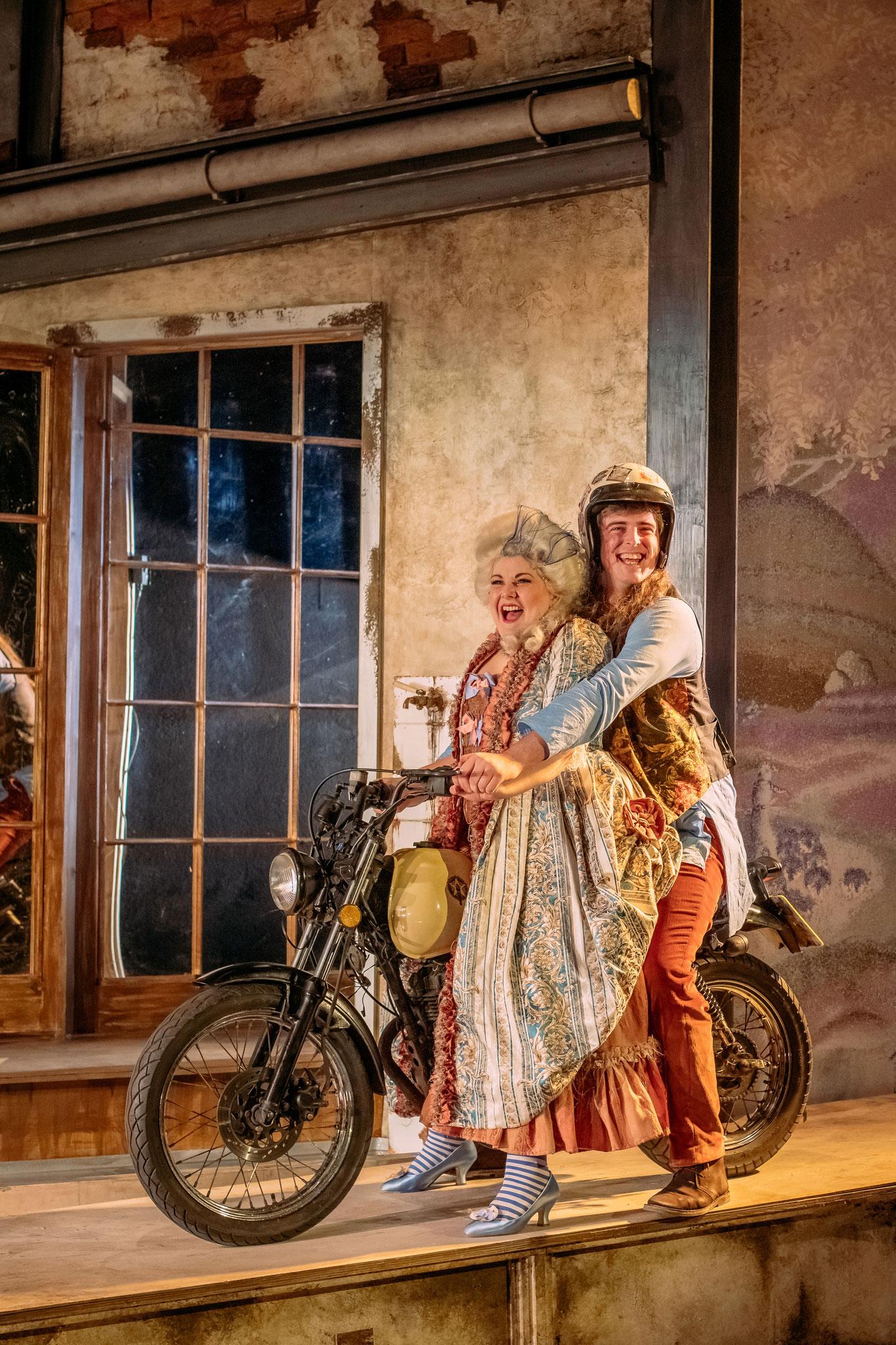 Amaranta & Perrucchetto (Andrew Hamilton), La fedeltà premiata: Guildhall Opera November 2019 - Photo courtesy of Mihaela Bodlovic