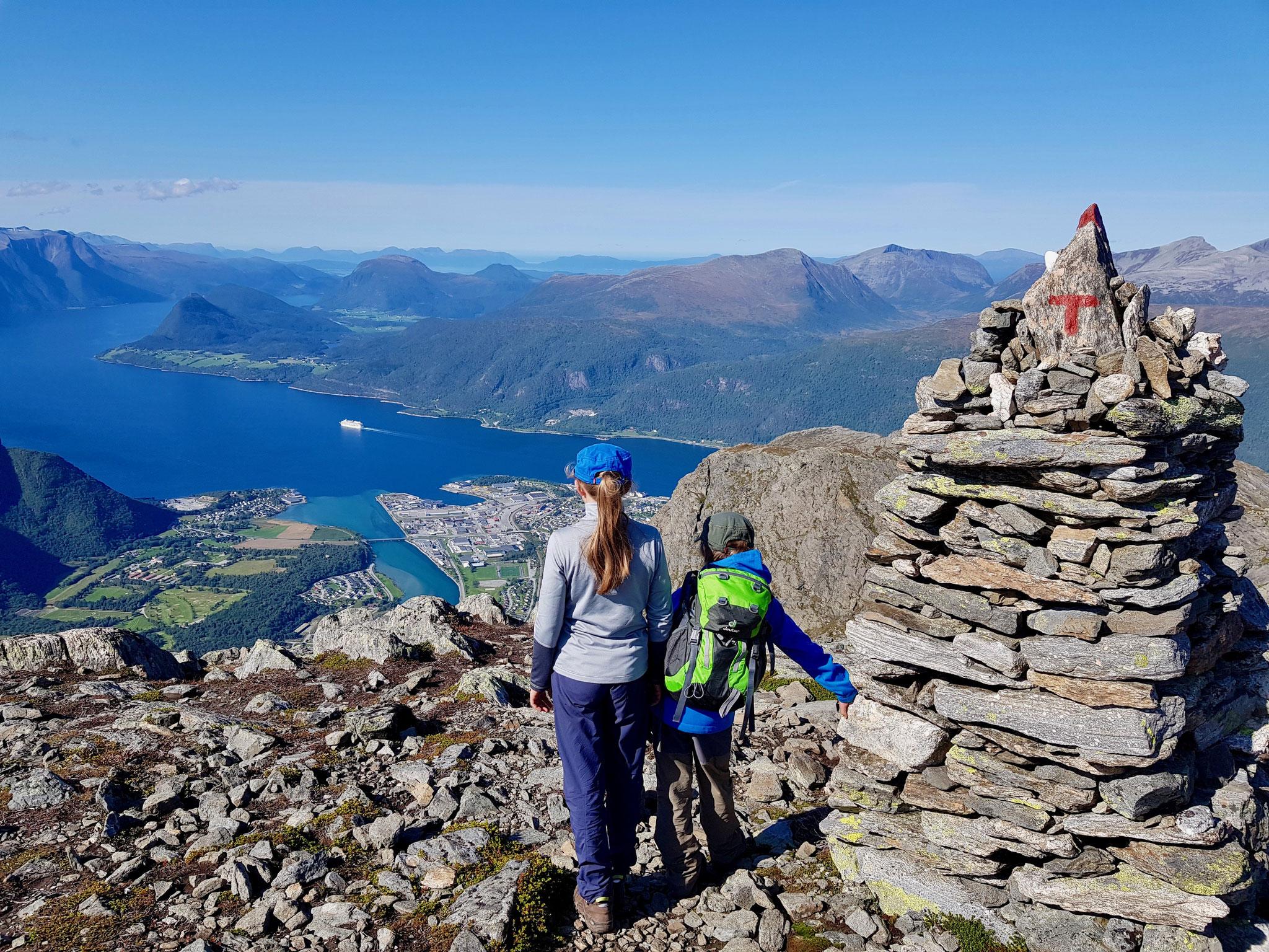 Was für ein Ausblick auf das Fjord und Åndalsnes.