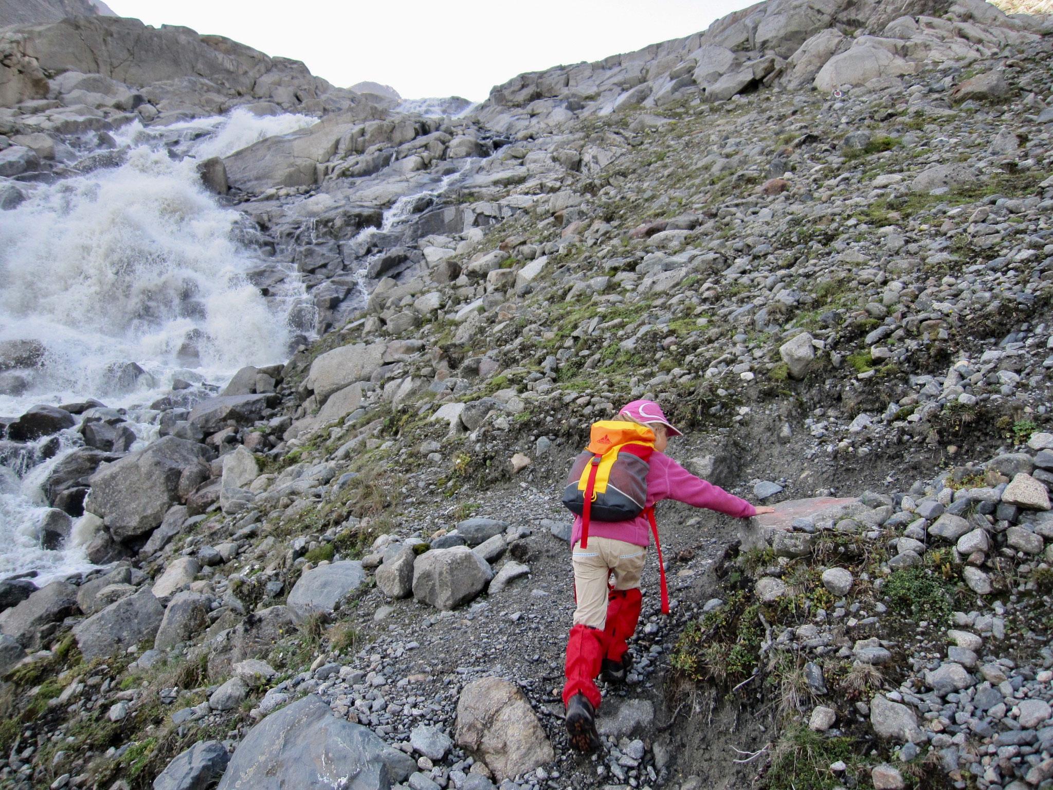 Den Alpeiner Bach entlang ging es Richtung Gletscher