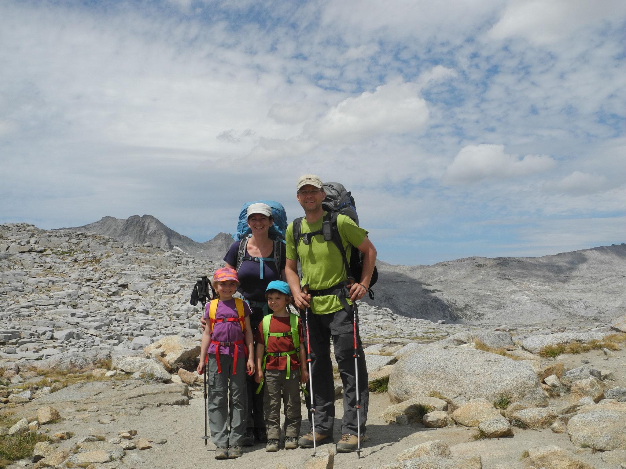 Geschafft, auf dem Donahue Pass auf 3.375 Meter Seehöhe und der Grenze zum Yosemite.