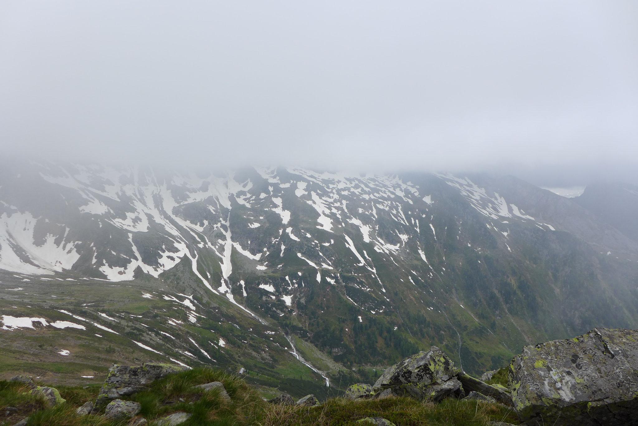 Alle Gipfel rundum waren verdeckt.