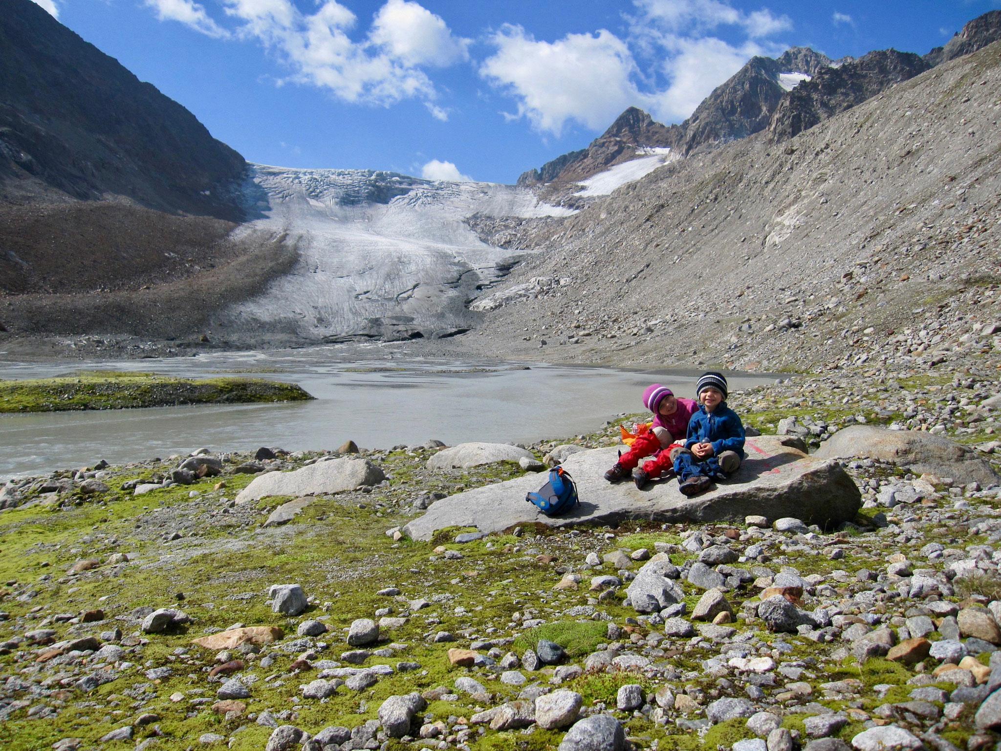 Nach einer Pause mit Blick auf den Gletscher ging es dann wieder Richtung Franz-Senn Hütte