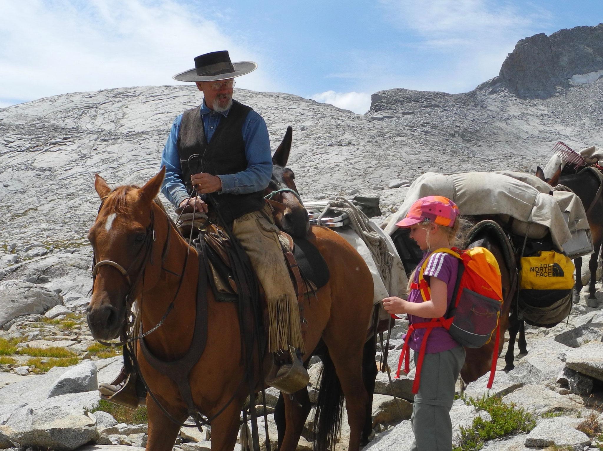 Und dann, ein Cowboy mit Pferd und Maultieren. Laura war begeistert von Sunshine (dem Pferd).