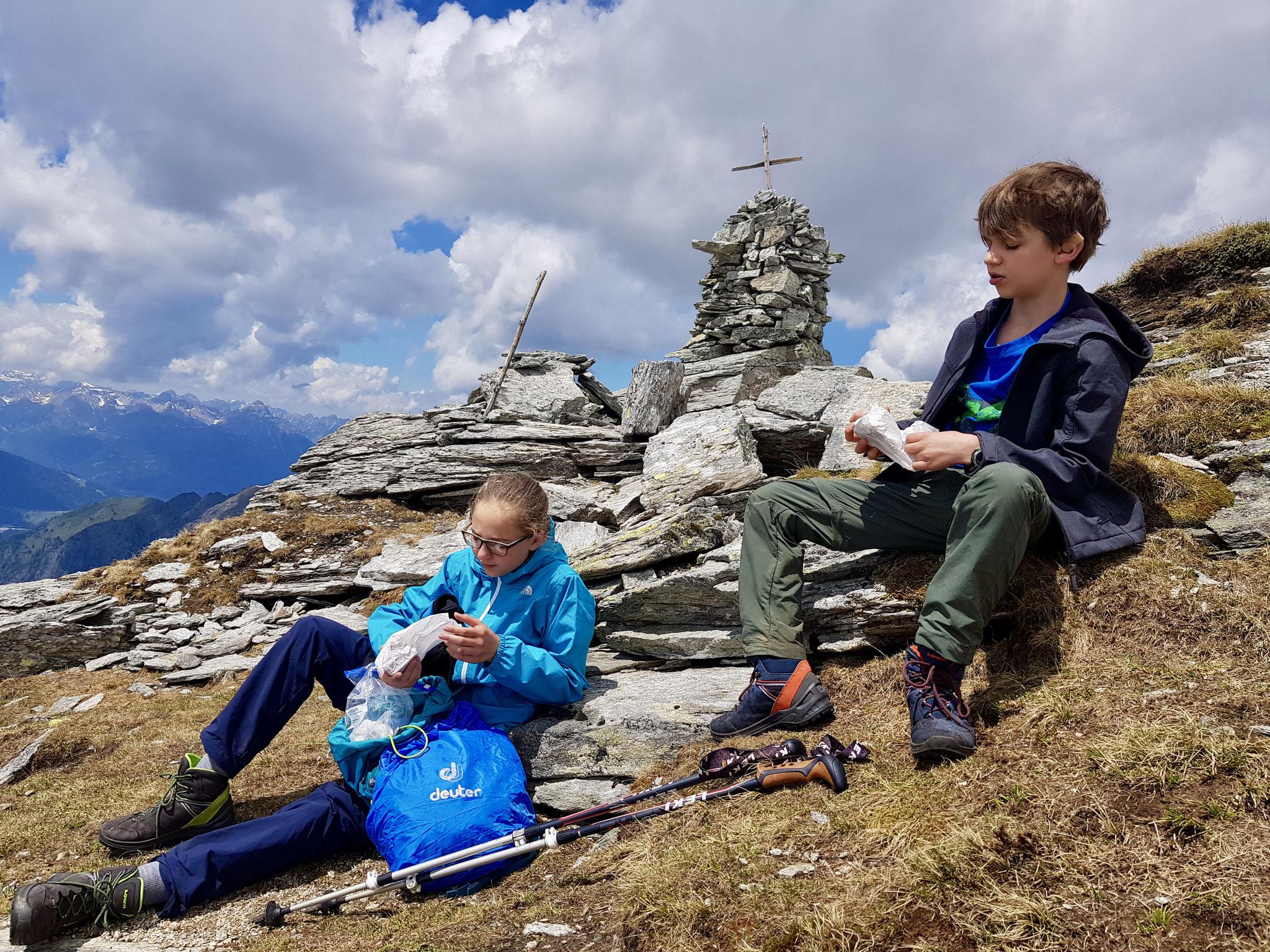 Nach den ersten Erkundungen am Gipfel gab es eine gute Jause.