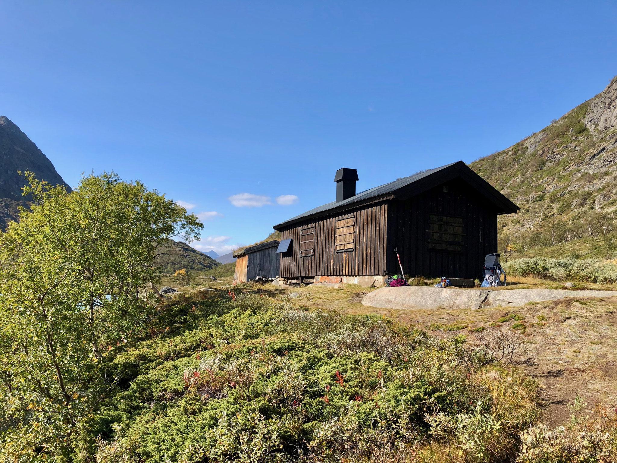 An der Hütte am Ende des Sees haben wir Mittag gemacht.