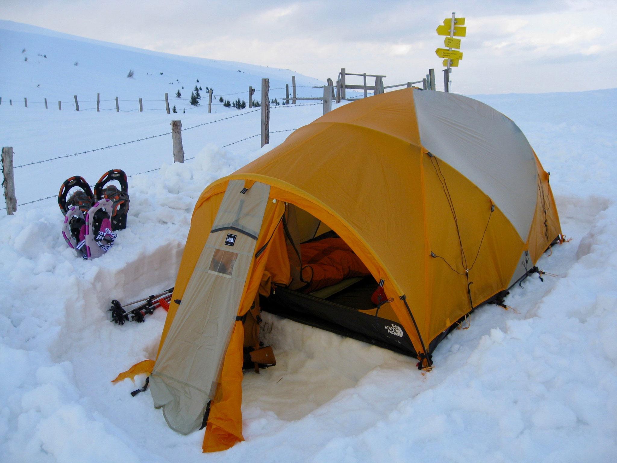 Fertig ist das Zelt fuer die Nacht.