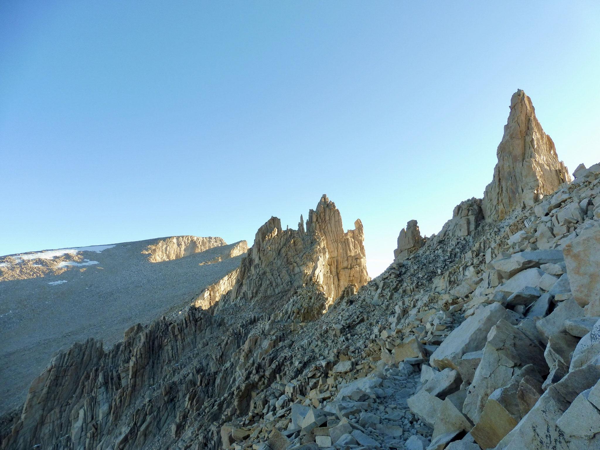 Nach Trail Crest hat man dann den Gipfel im Blick aber es ist noch ein weiter Weg