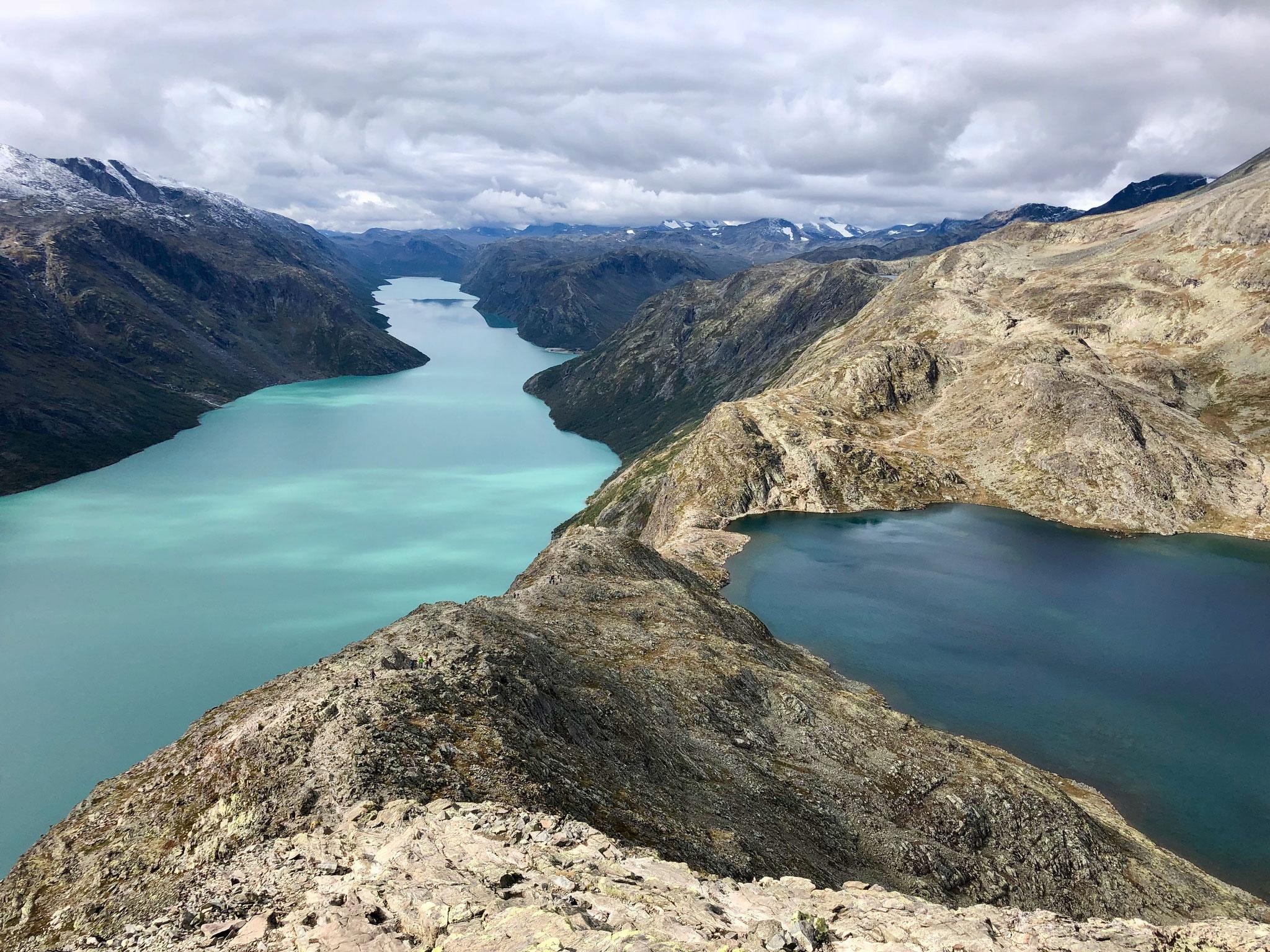 Der Blick zurück auf die beiden Seen