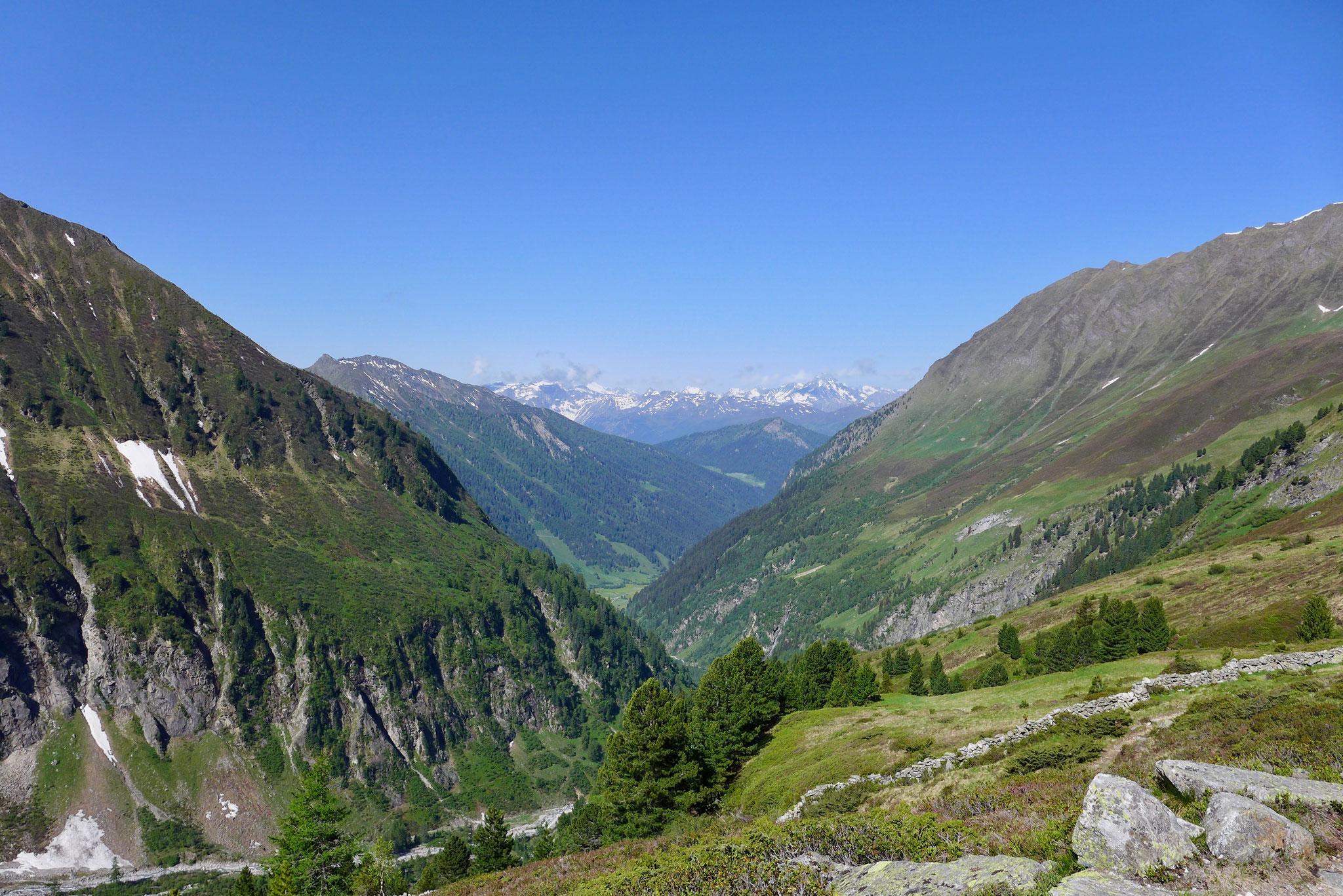 Der Blick zurück ins Tal.