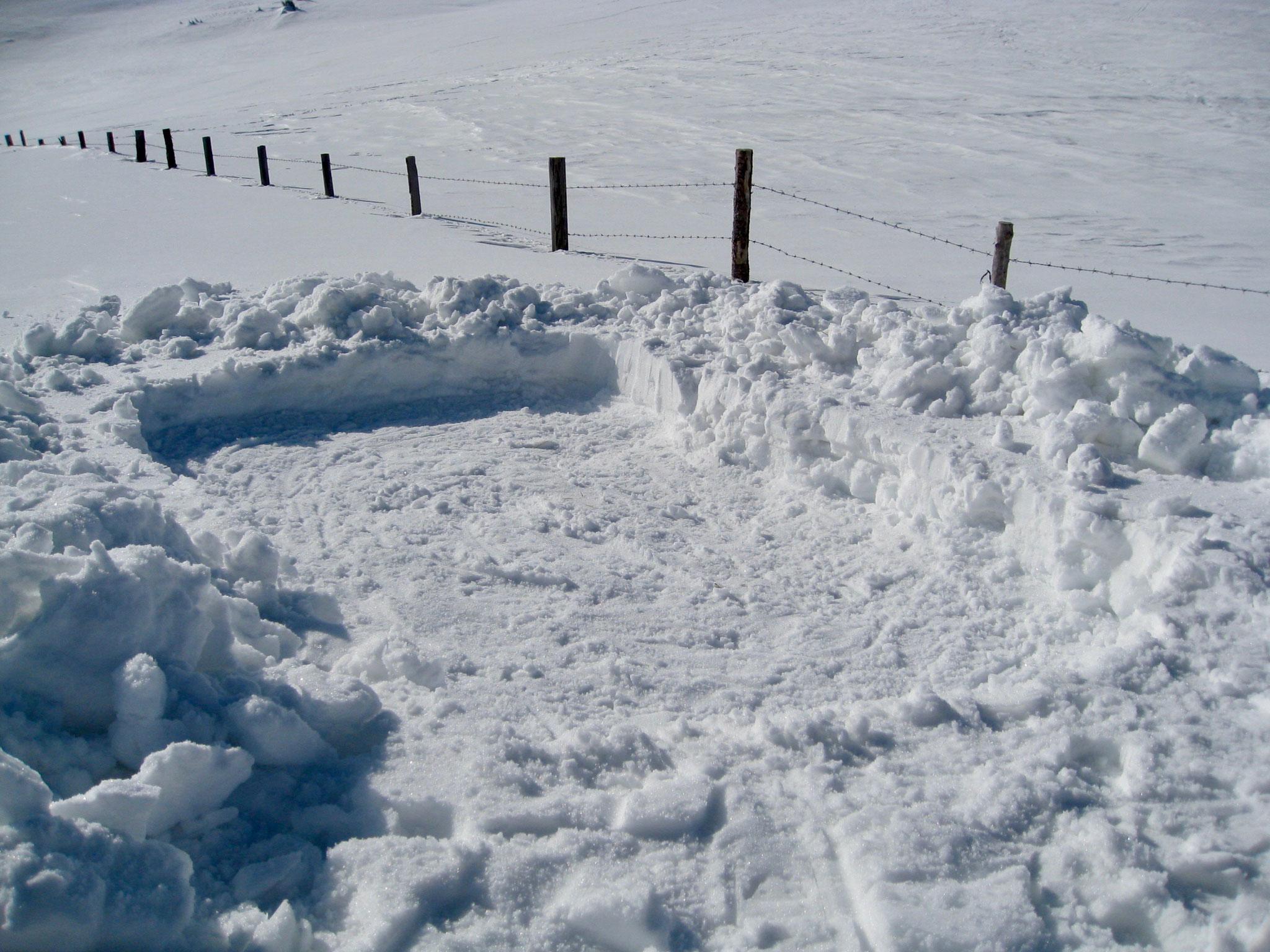 Je nach Schneelage und Zelt kann man tiefer graben.