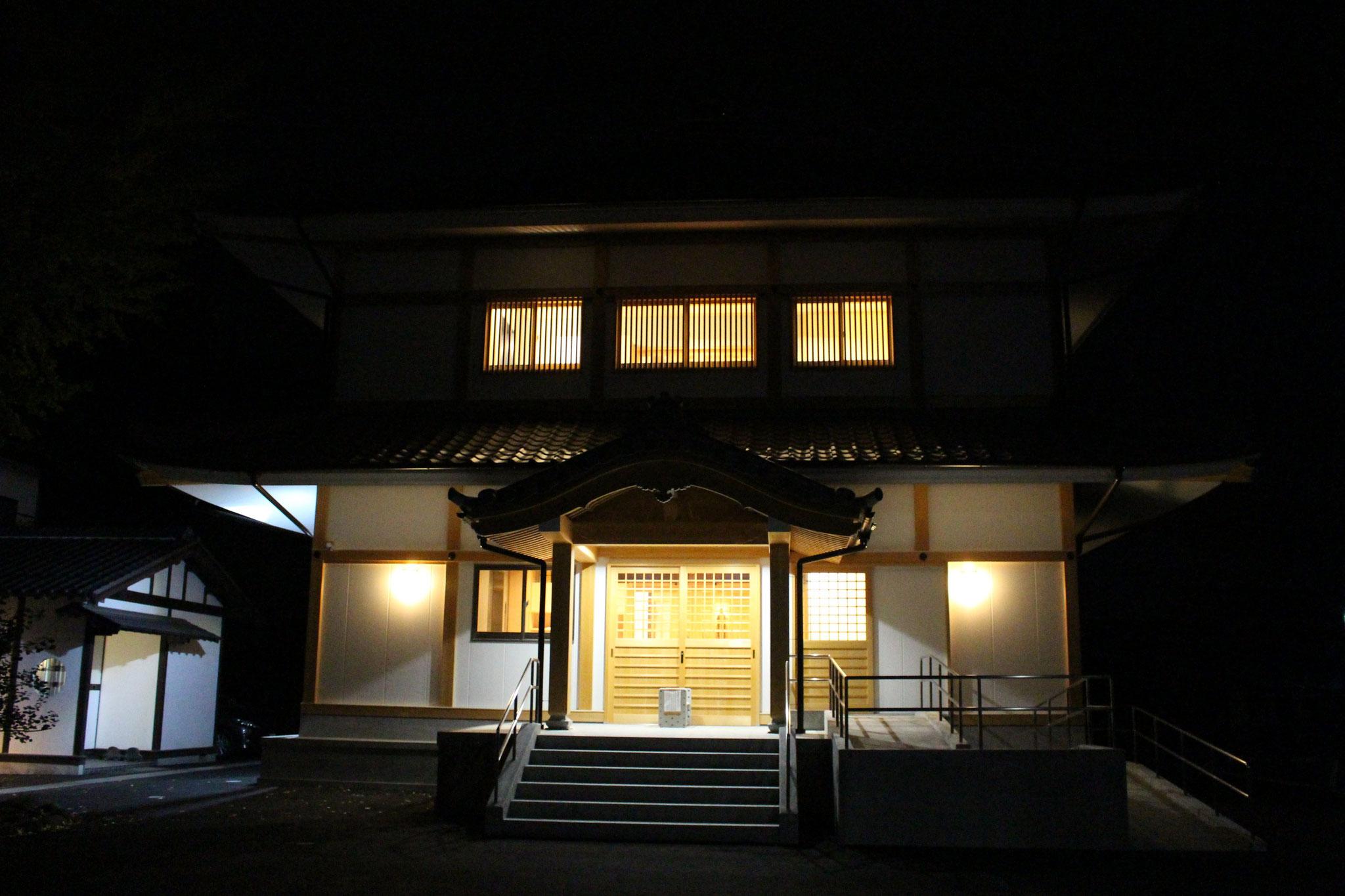 納骨堂外観(夜景)