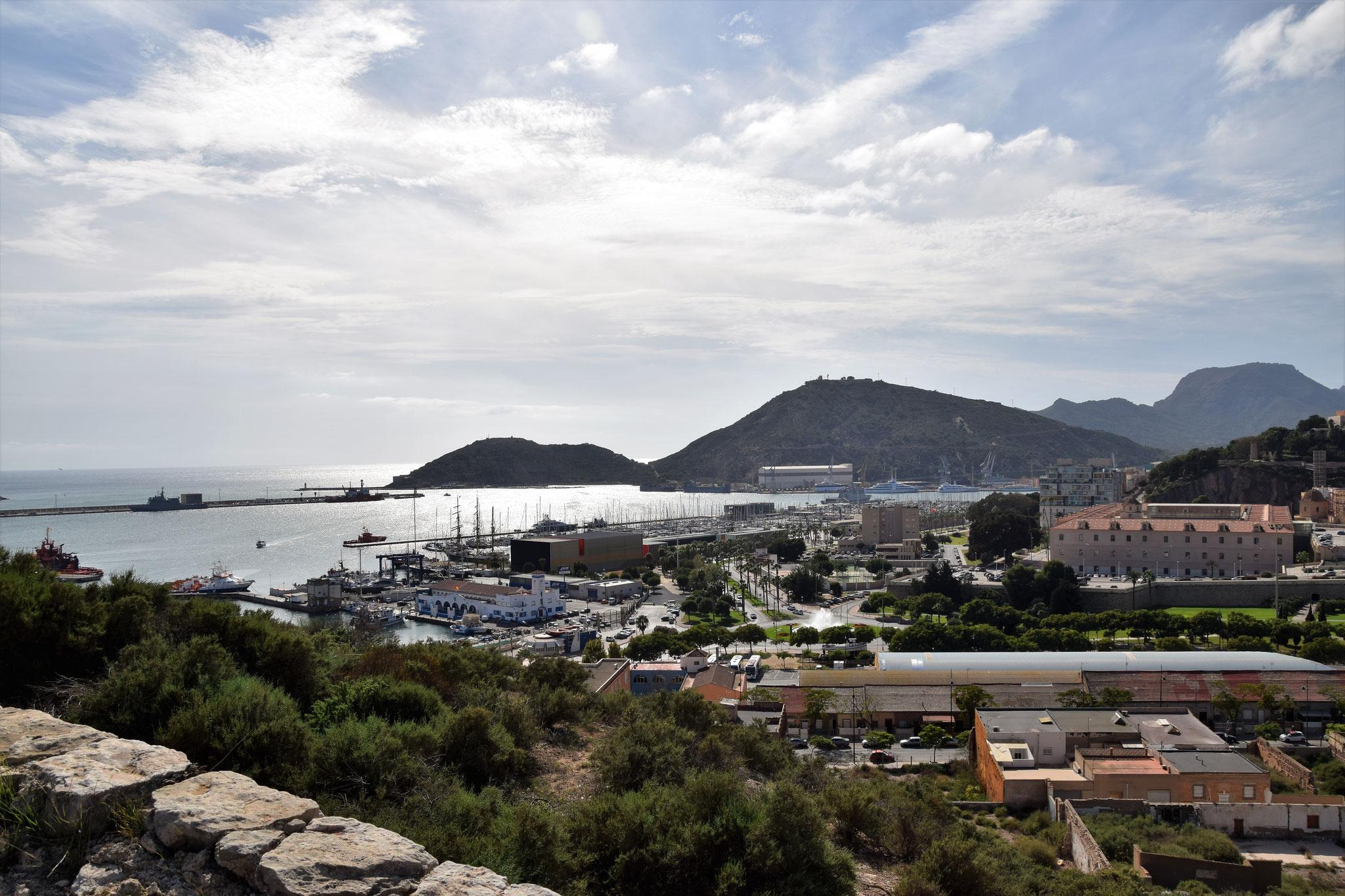 ...mit großartigem Blick über den Hafen Cartagenas