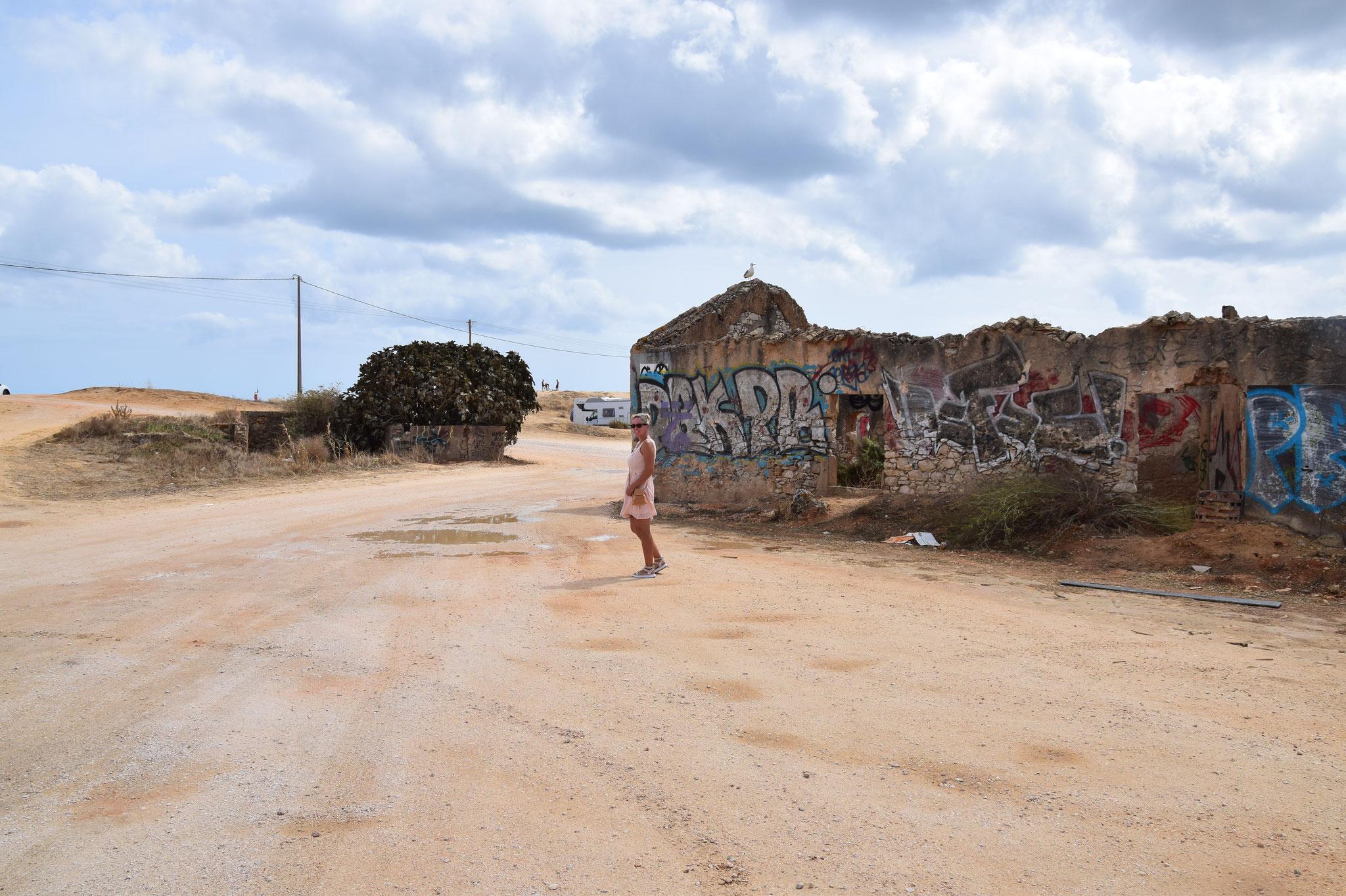 Nicht gerade ein Aushängeschild für Lagos, der Zugang zum Hauptstrand Meia Praia