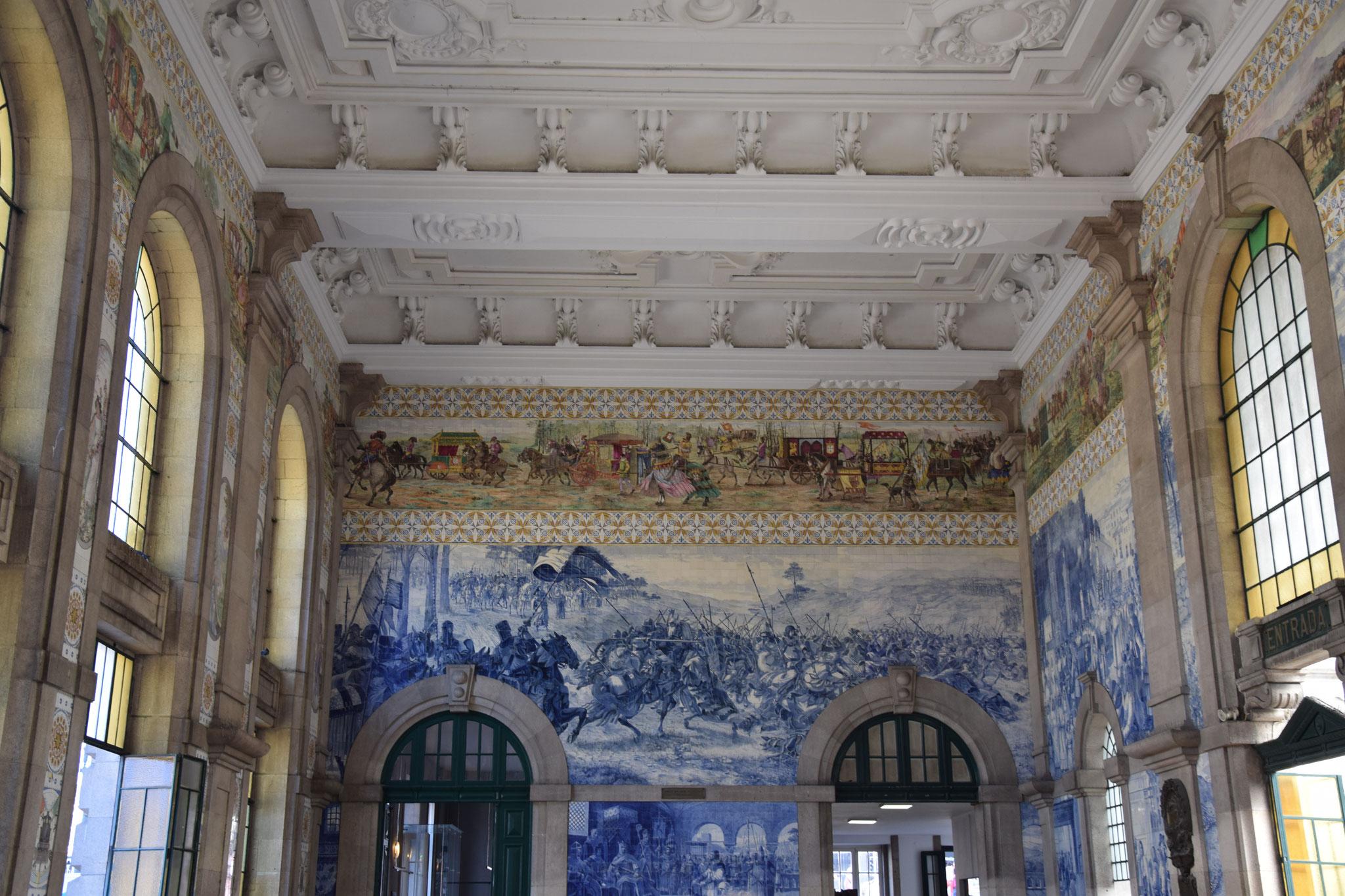 Der schöne Bahnhof 'Sao Bento' mit historischem Fliesenbild