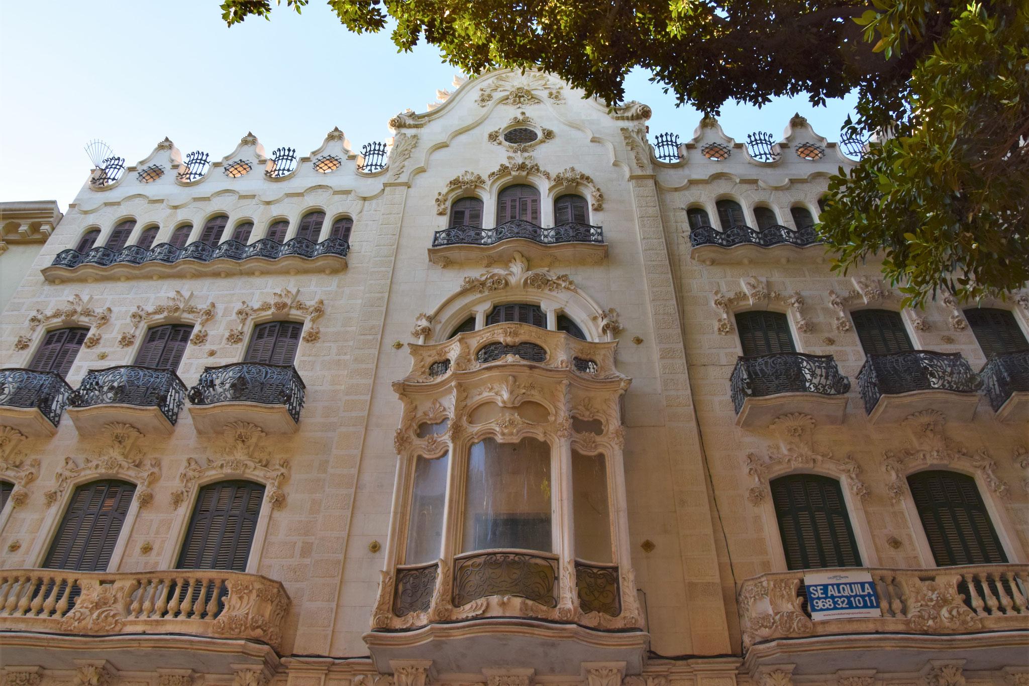 Casa Maestre - inspiriert vom Gaudí-Stil