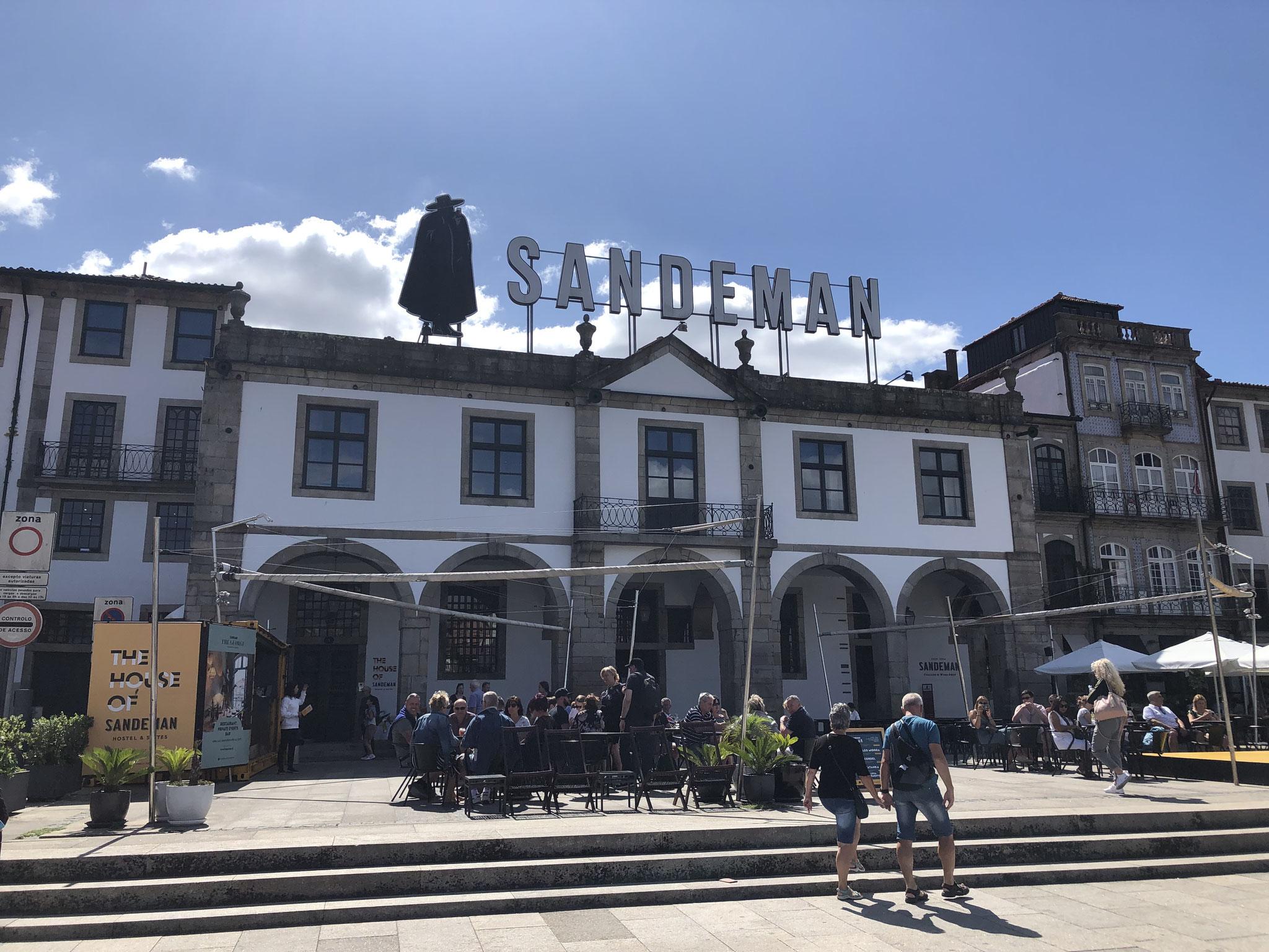 Die Portweinkeller befinden sich alle am anderen Ufer des Douro in Vila Nova de Gaia