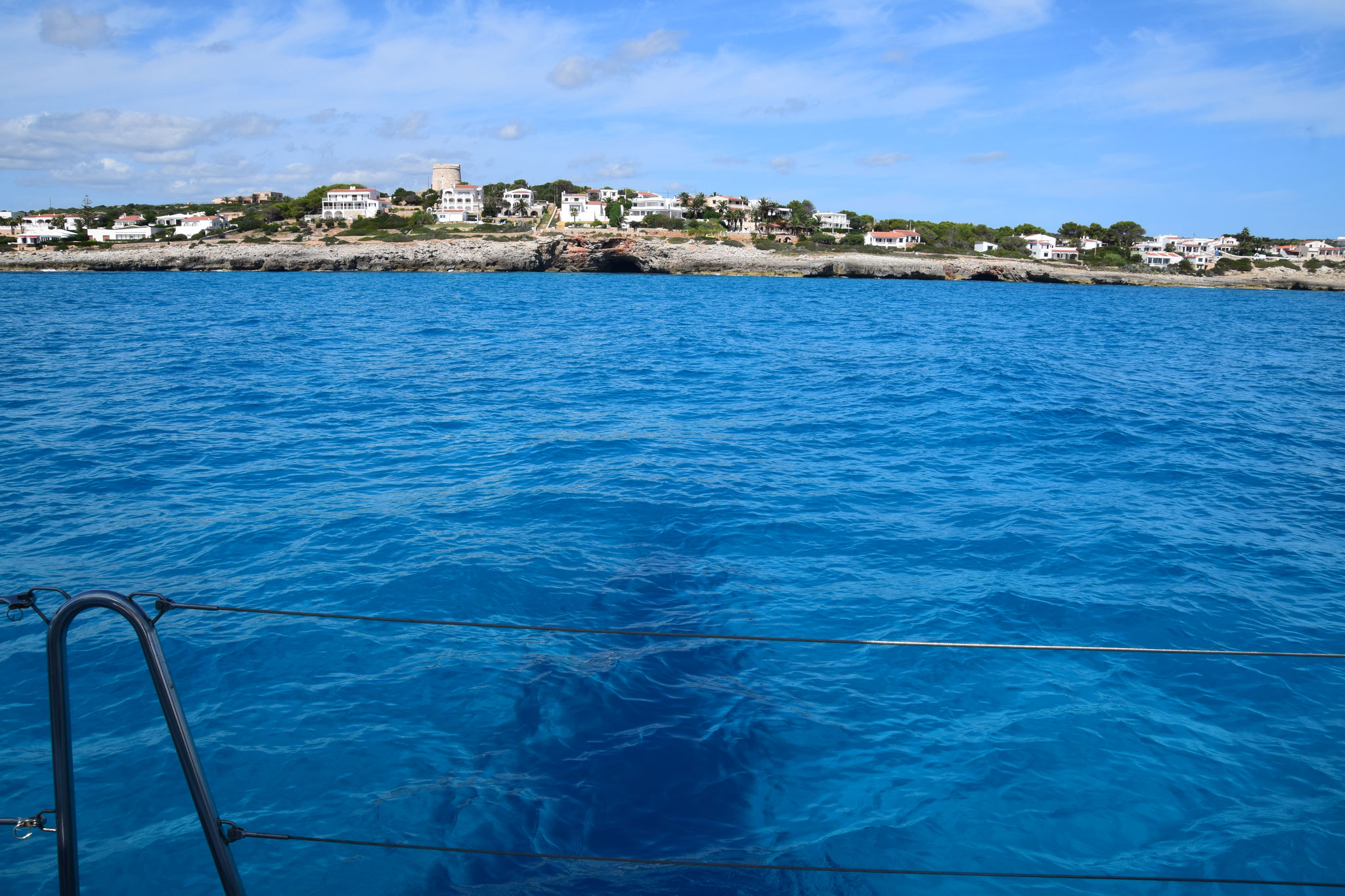 Punta Prima, das Dunkle ist der Schatten unseres Schiffes