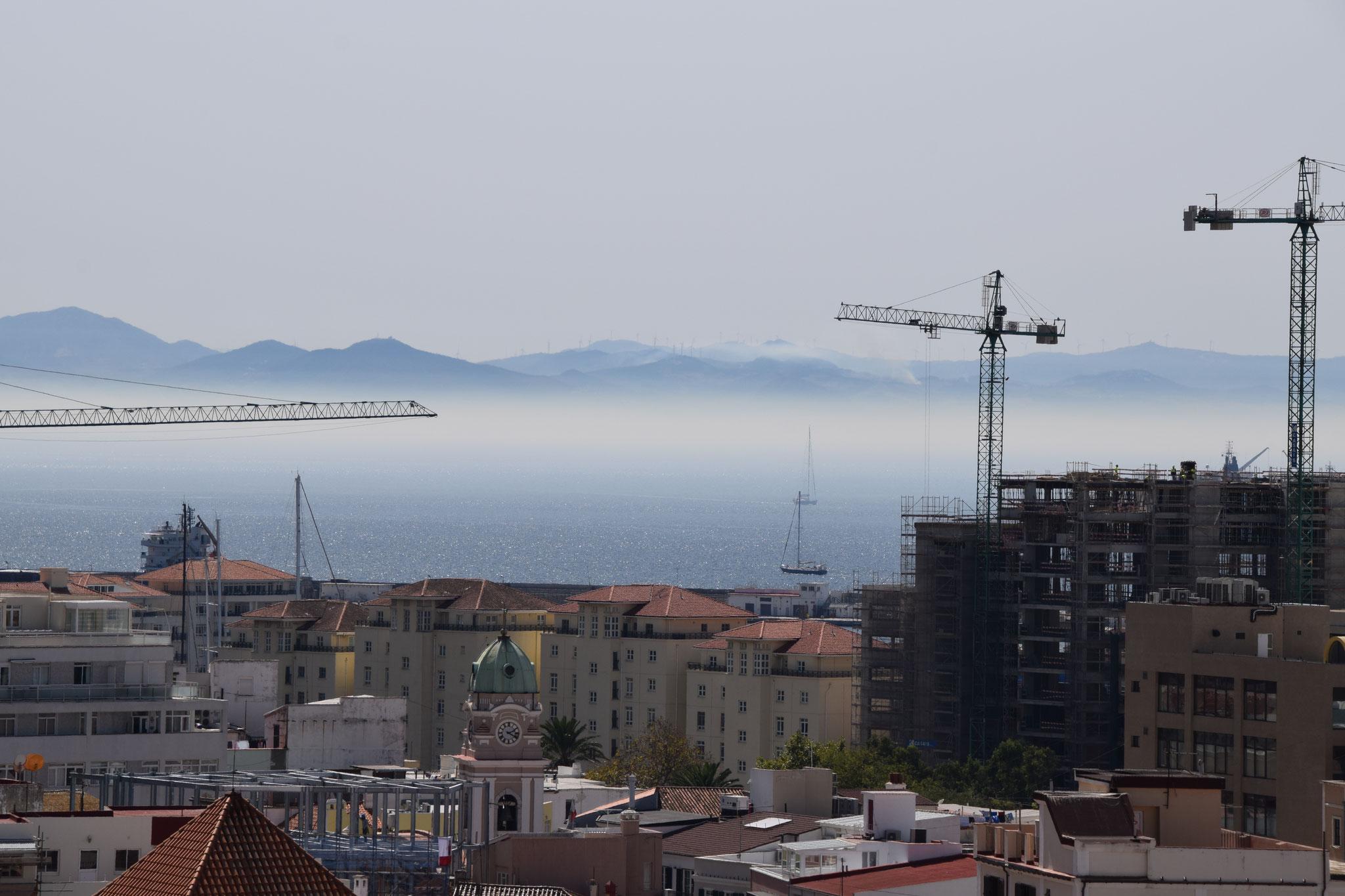 Der Blick auf die Straße von Gibraltar Richtung Marokko