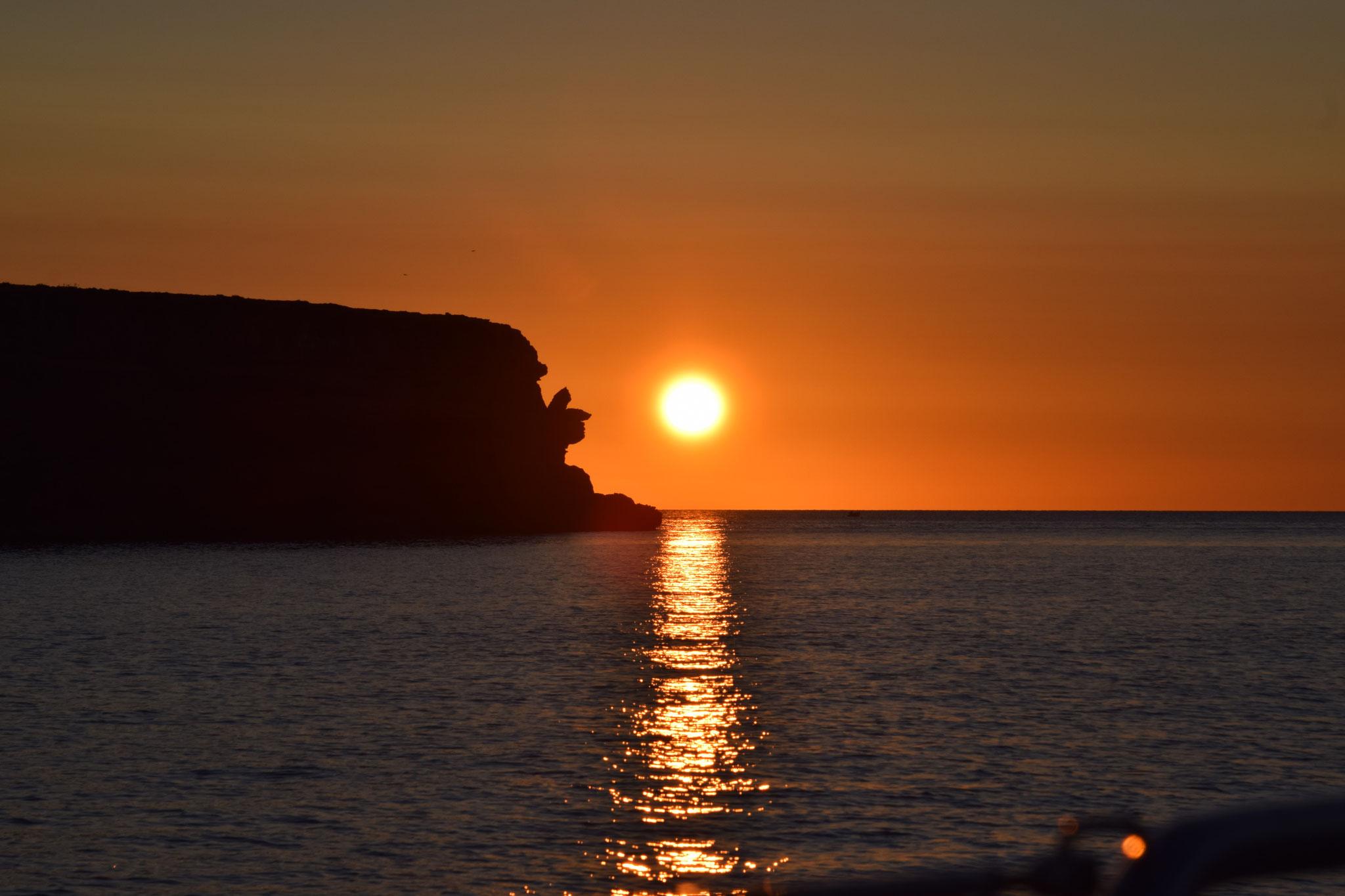 Ein schöner Sonnenuntergang auf der einen Seite,