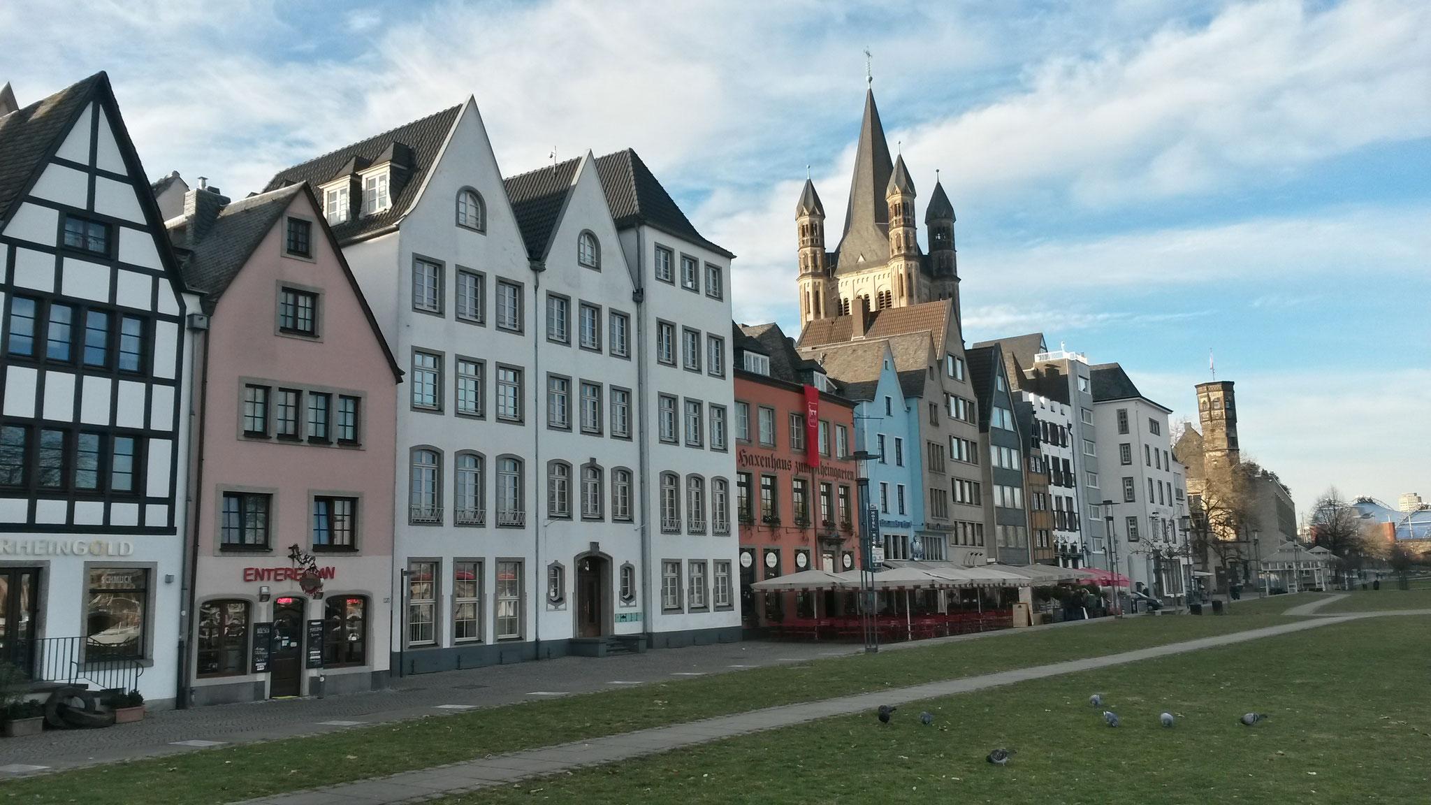Altstadtblick von der Rheinpromenade