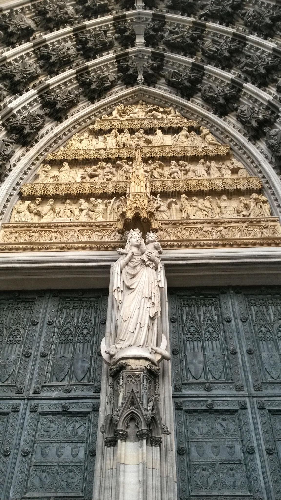 Möge Marias  Schutz dich auf deinen Wegen begleiten
