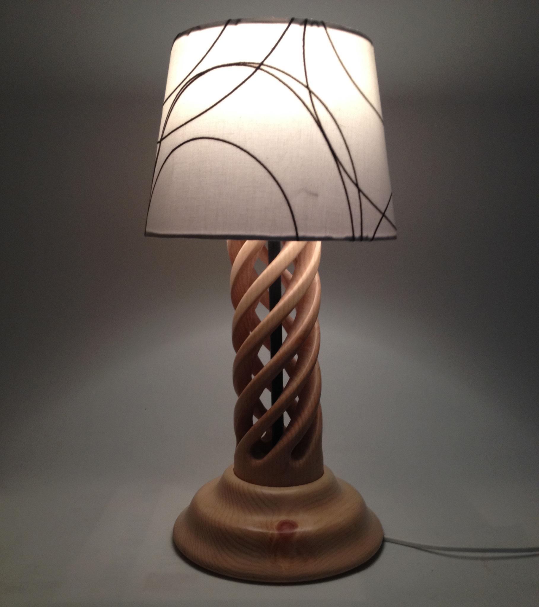 Stehlampe mit gewundenem Fuß 1