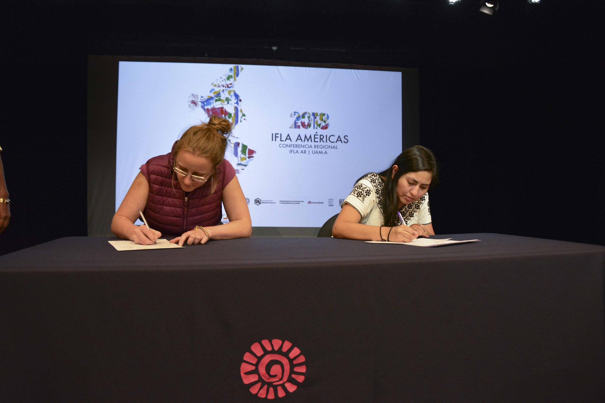 Firma de la Carta del Paisaje de las Américas / Arq. Psj. Diana Hernández, Arq. Psj. Stephanie Krieg