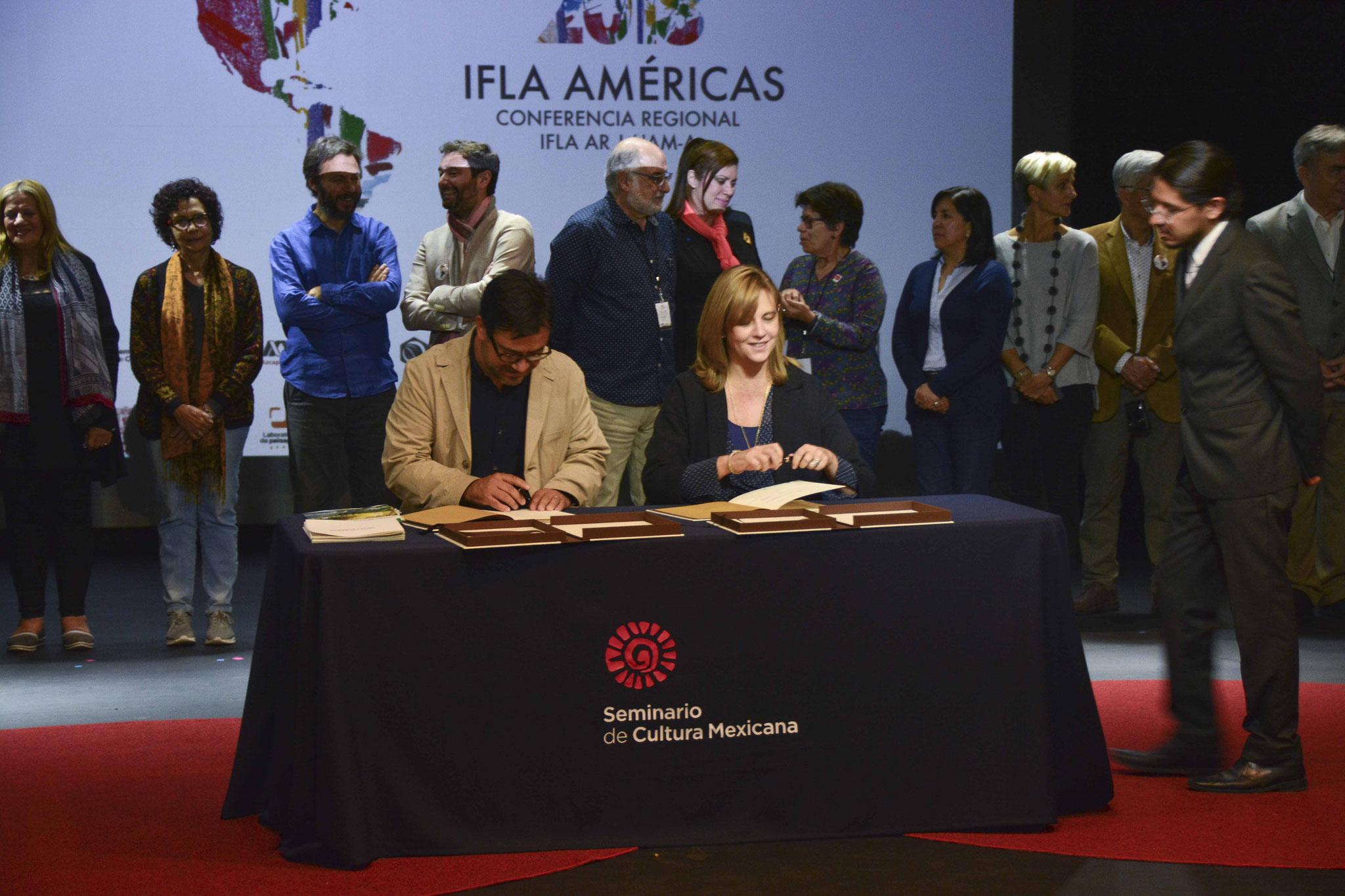 Firma de la Carta del Paisaje de las Américas / Mtro. Pedro Camarena, Dra. Amaya Larrucea