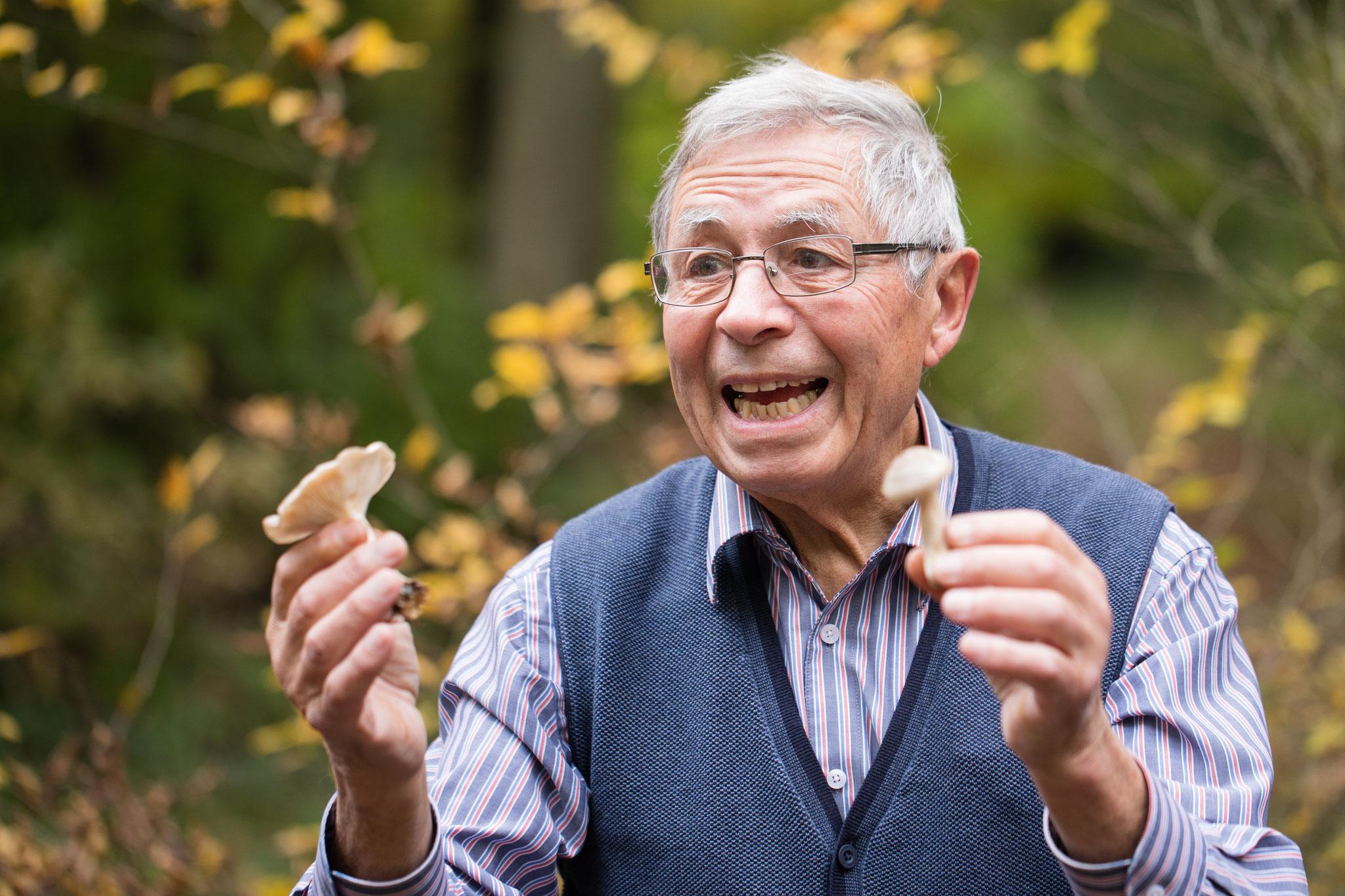 Stefan Elmer bei der Pilzbesprechung (Foto: Andreas Sebald)