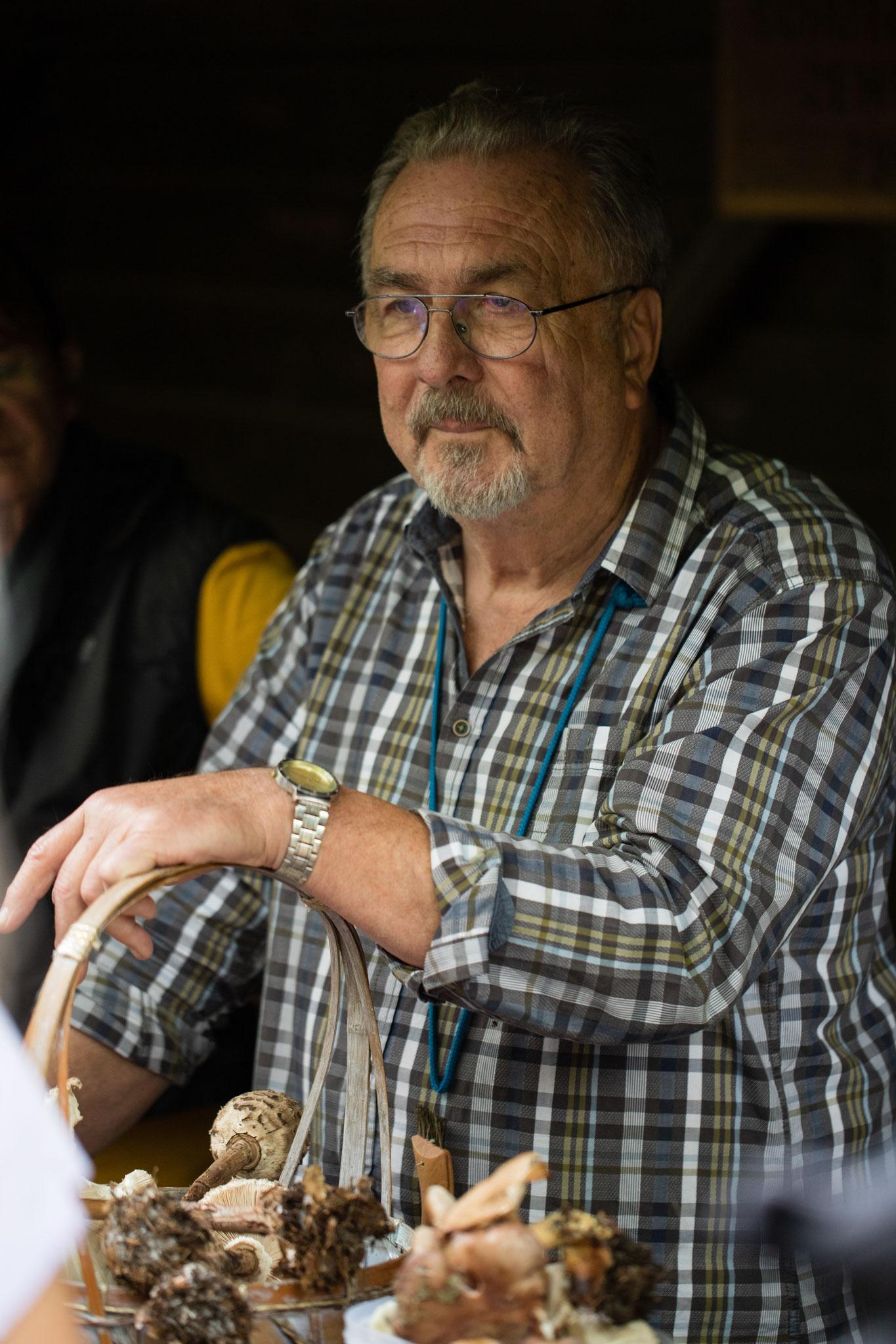 Frank Krajewski bei der Pilzbesprechung (Foto: Andreas Sebald)