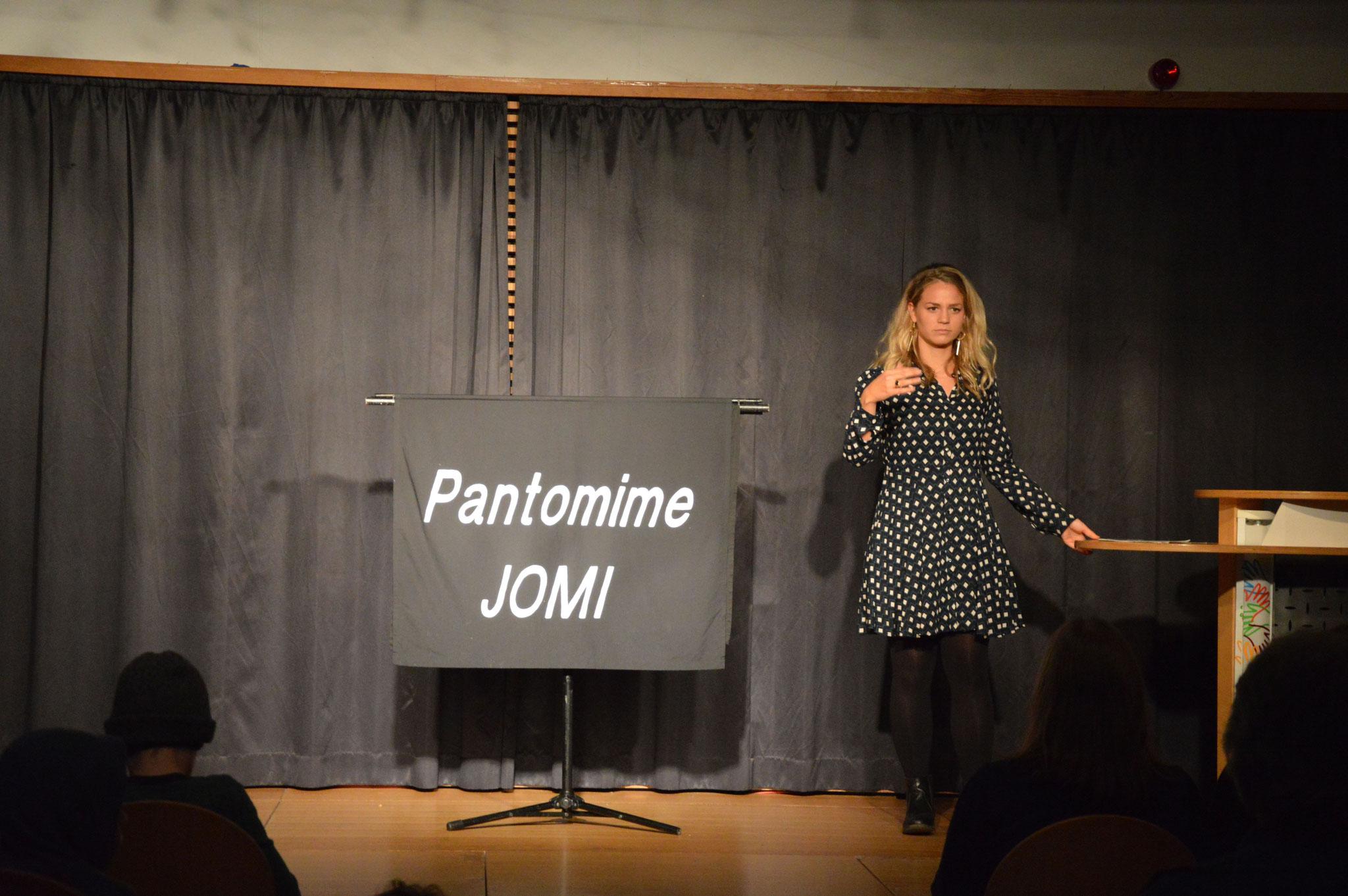 Laura Meinhard kündigt Pantomime JOMI an