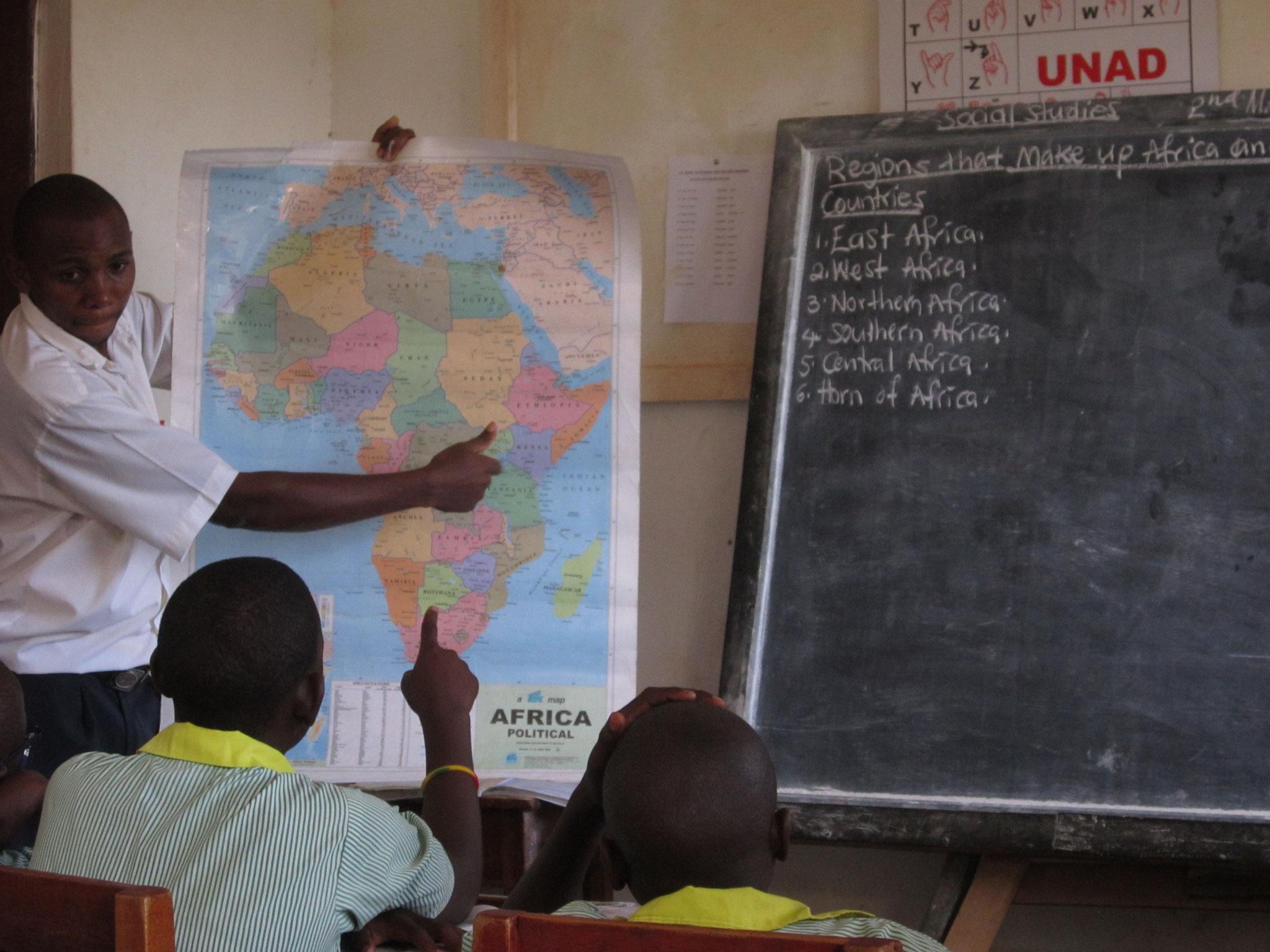 Und hat natürlich die Karte für Afrika parat