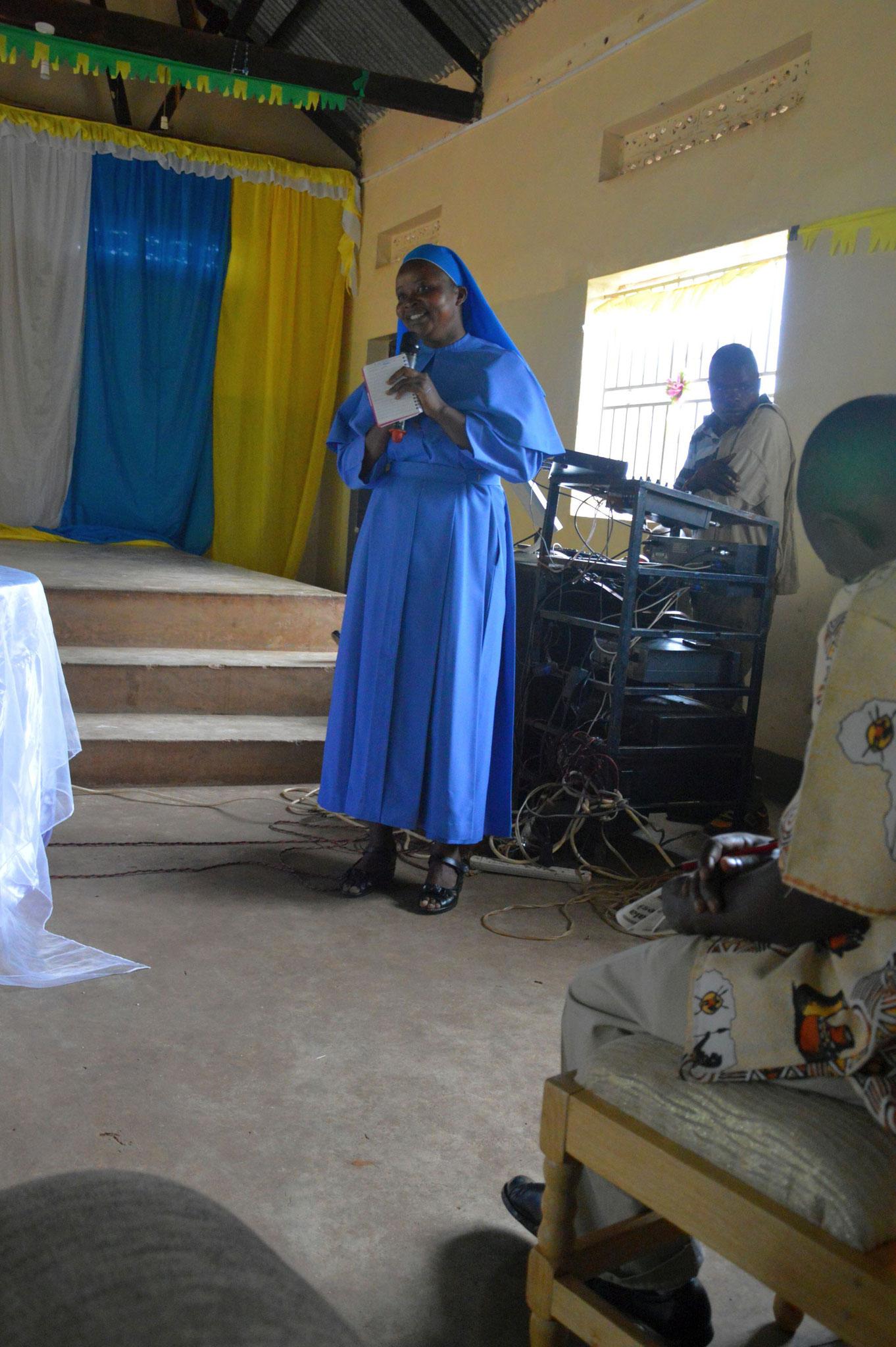 Die neue Schulleiterin Schwester Angela (frühere stellvertretende Schulleiterin) bedankt sich auch nochmal für die wundervolle Arbeit von Schwester Immy.