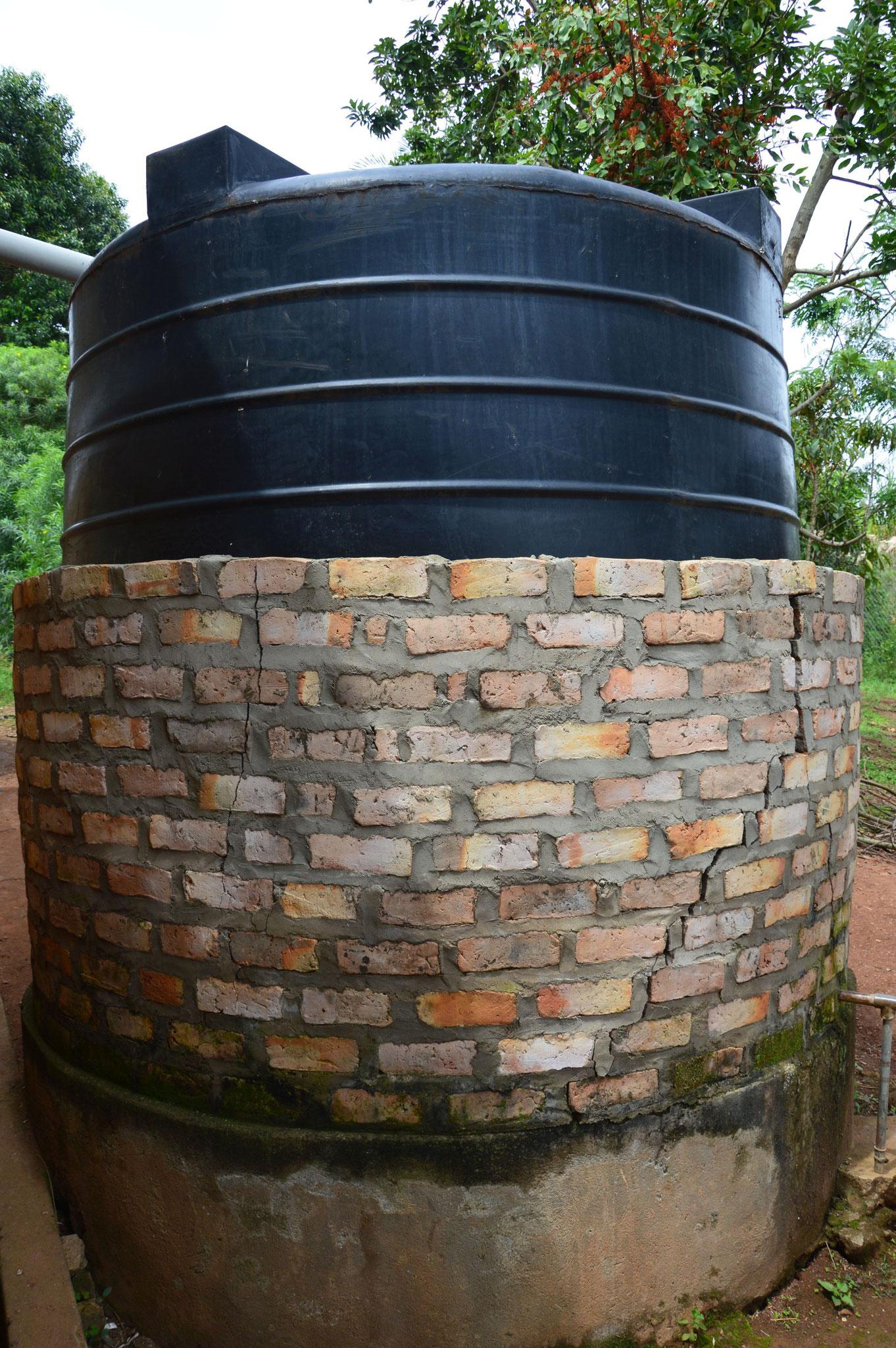 Wassertank wird umgemauert.