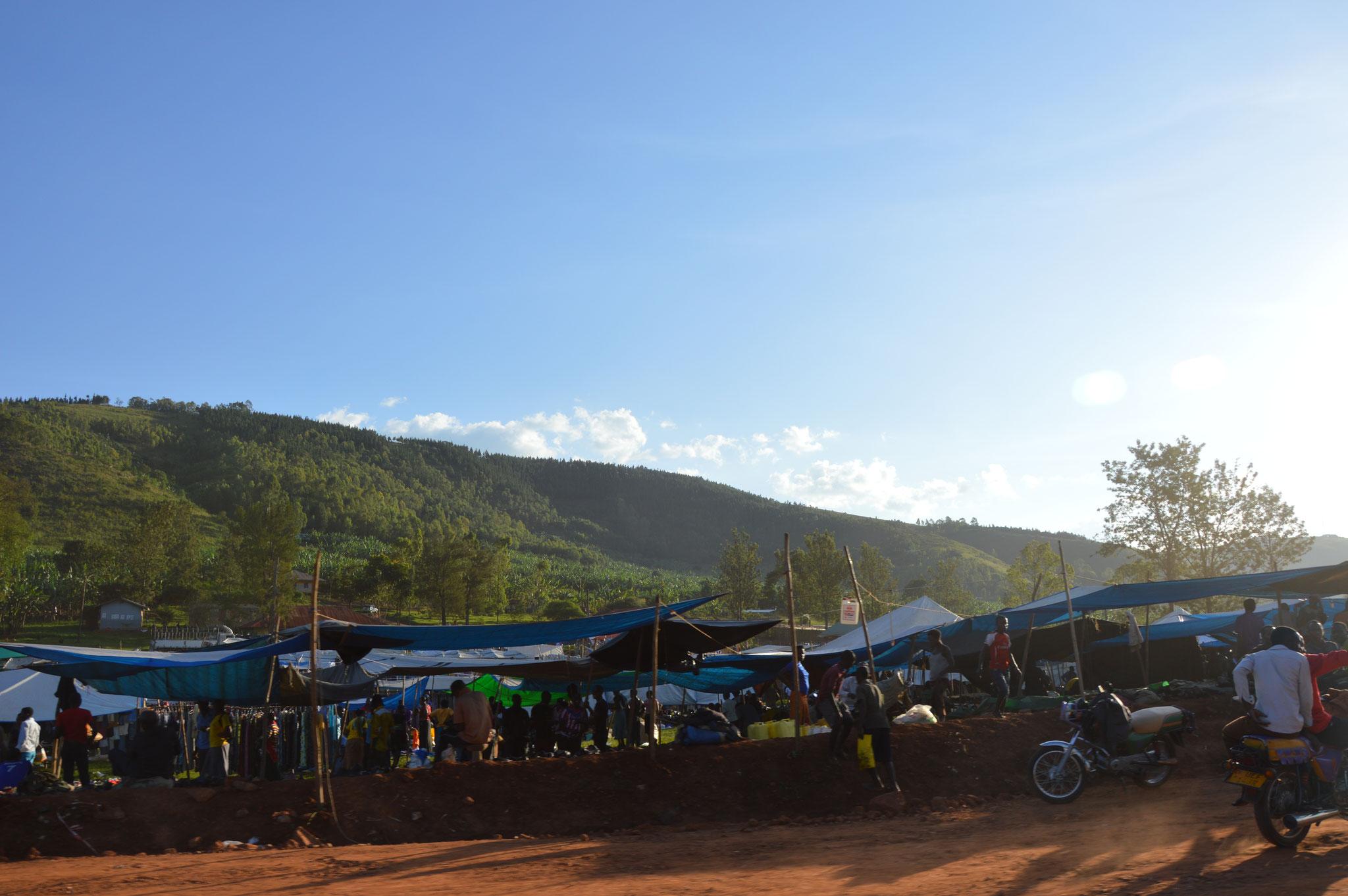 Das Dorf, das in der Nähe der Schule liegt
