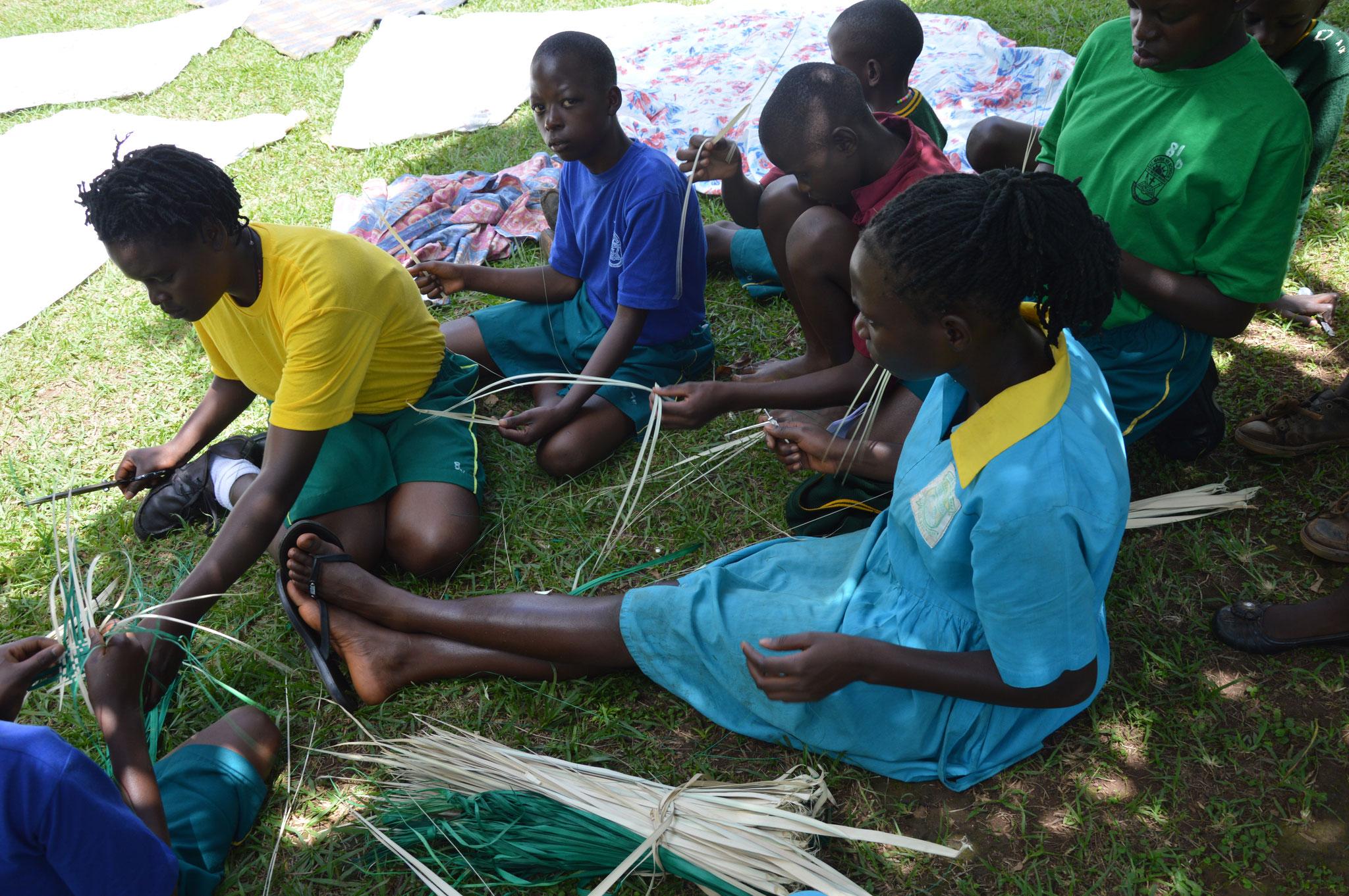 Handarbeit, jede Mittwoch in Bwanda