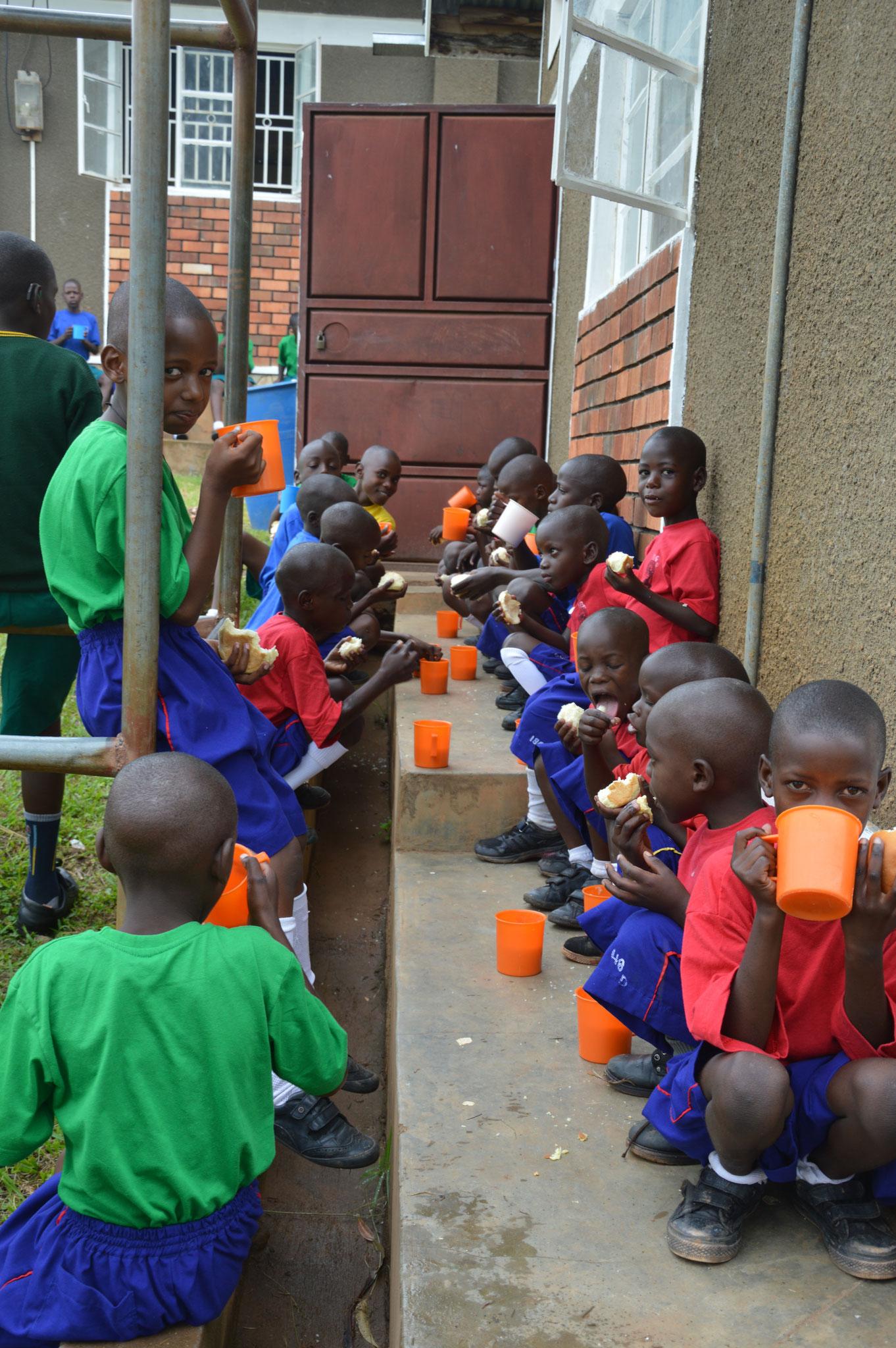 Kids beim Poregge trinken