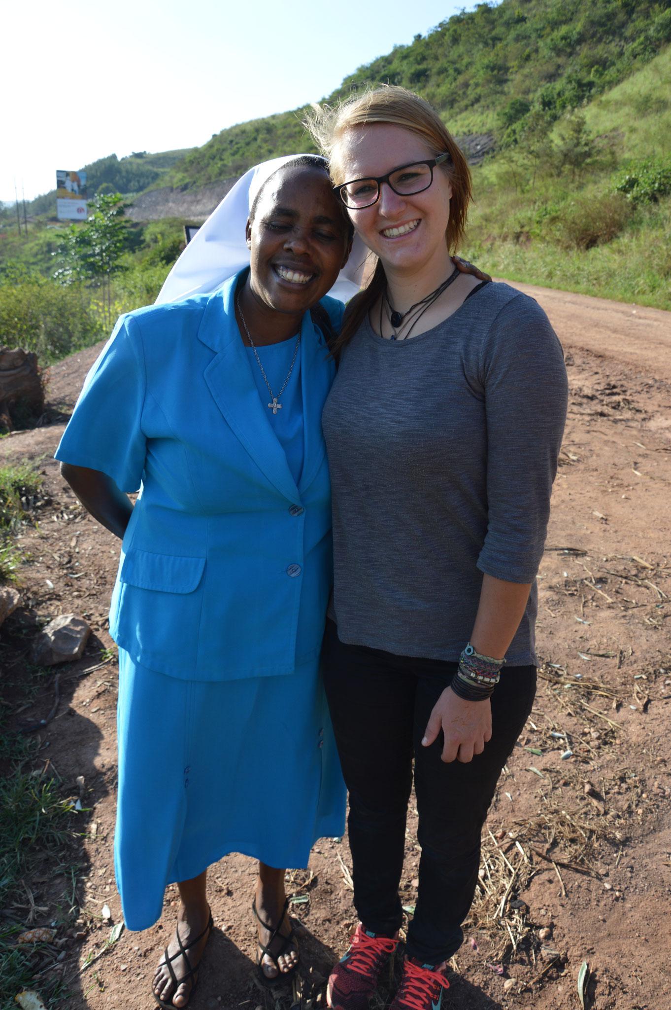 Schwester Josephine und Jenny - Sie freute sich sehr, dass wir zu besuch kamen und wieder viel gearbeitet haben.